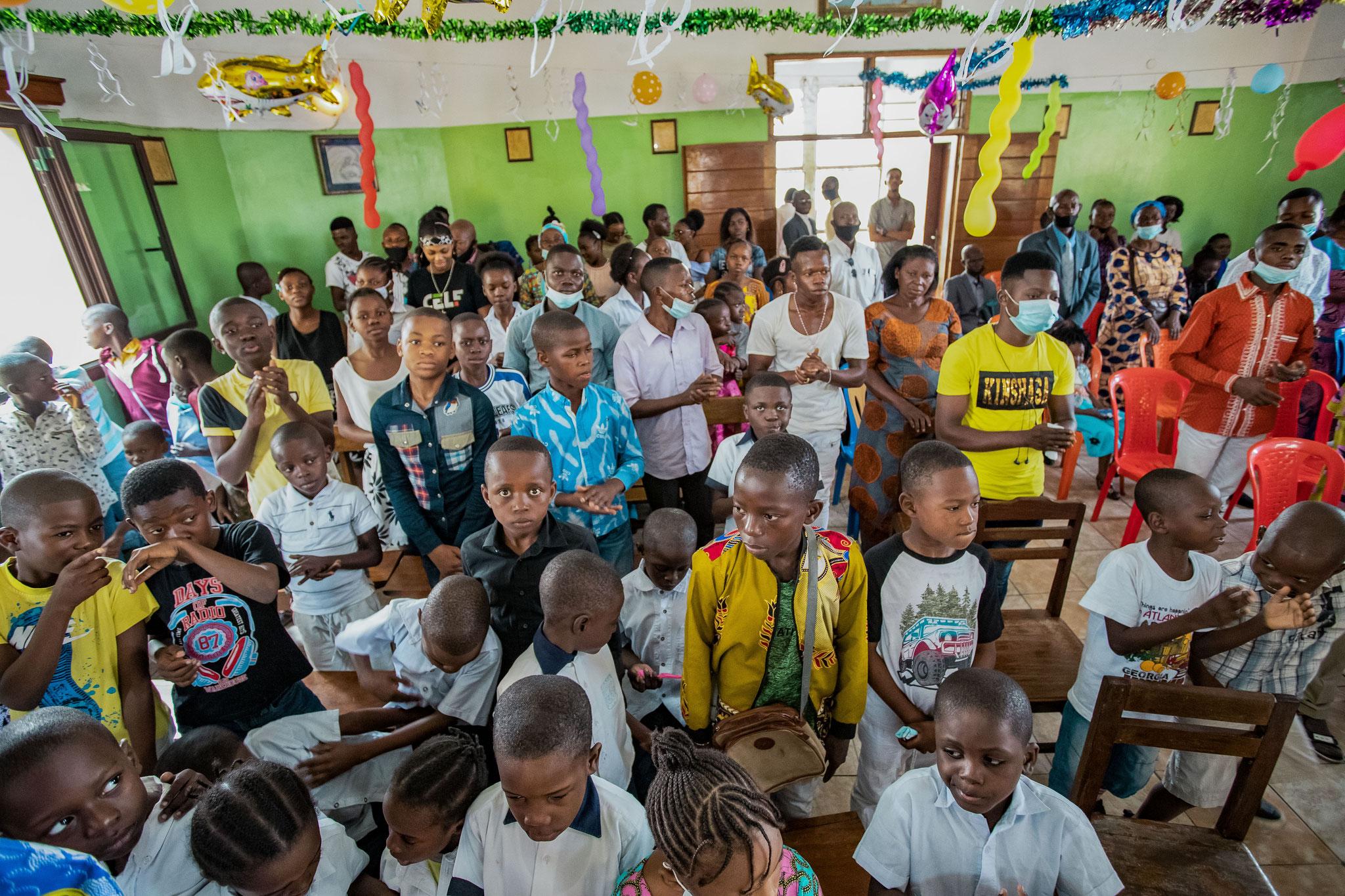 Einige Schülerinnen und Schüler der Schule
