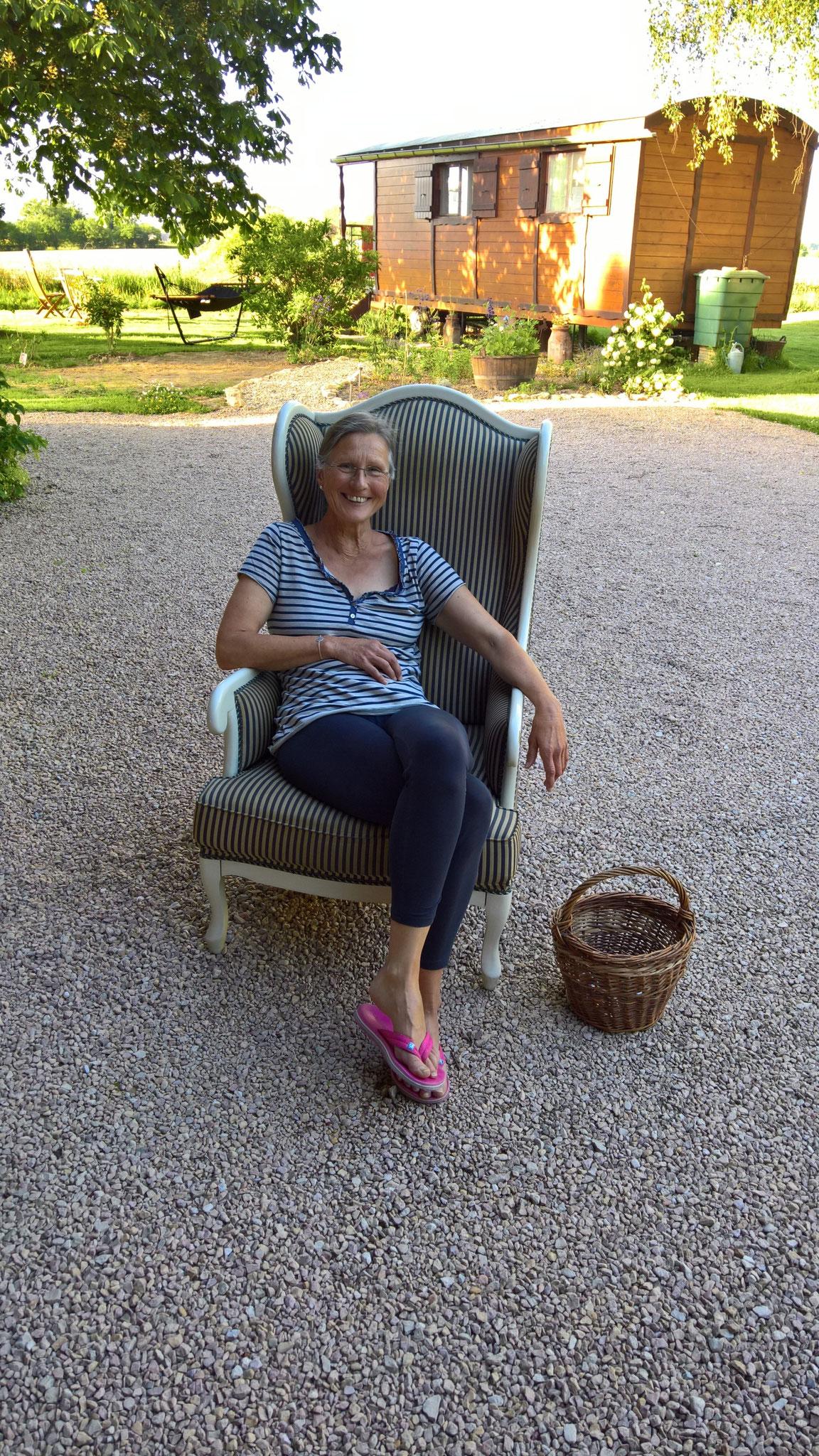 Probesitzen auf dem Sessel von Georg