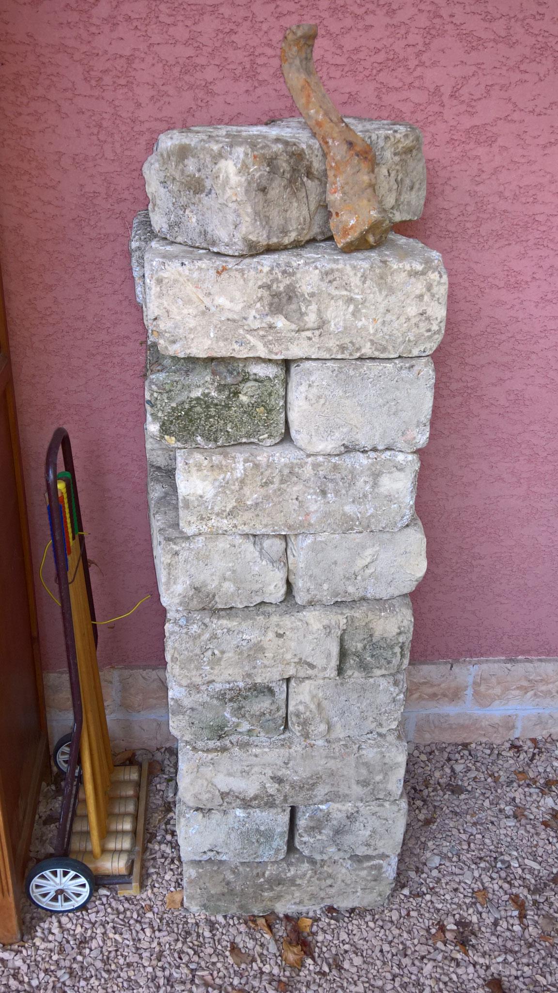 Gesammelte Steine für ... entweder Kräuterspirale oder Aussenküche
