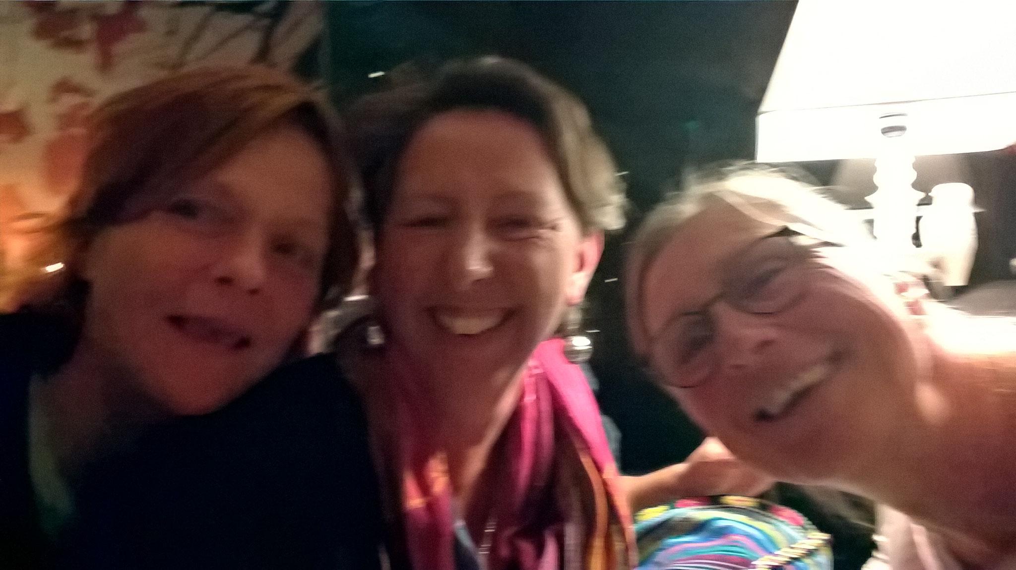 Sabine, ich und Annette - Essen in La Flambée