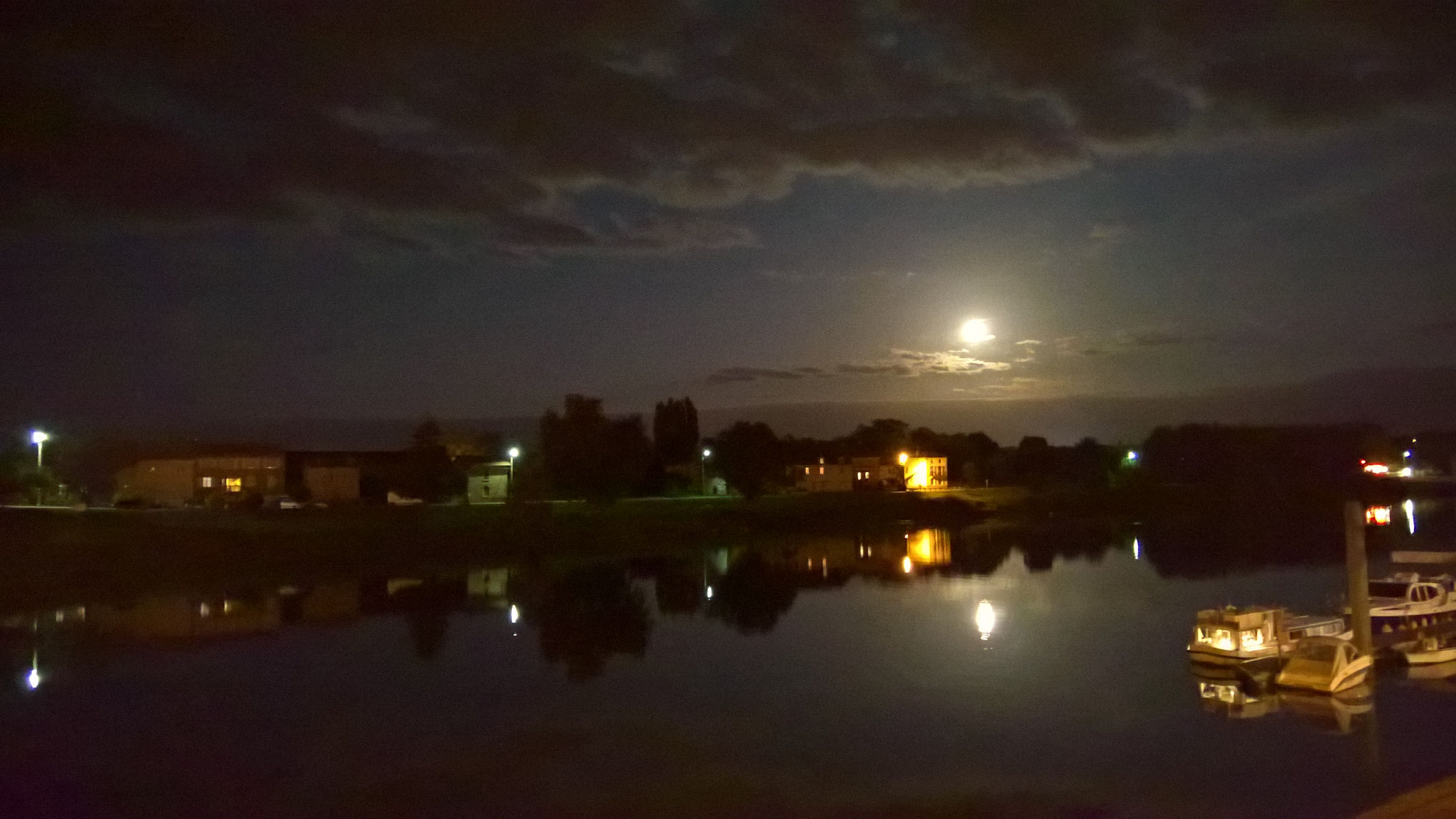Vollmond über der Saône in Tournus