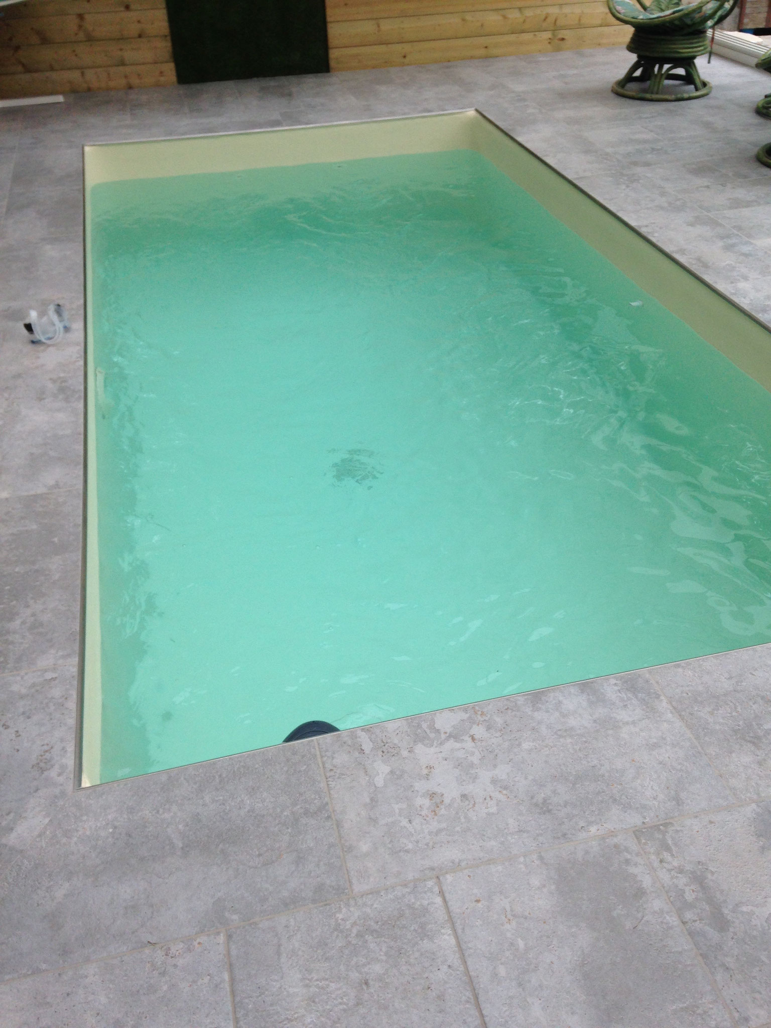 couleur de l'eau piscine intérieur en ivoire