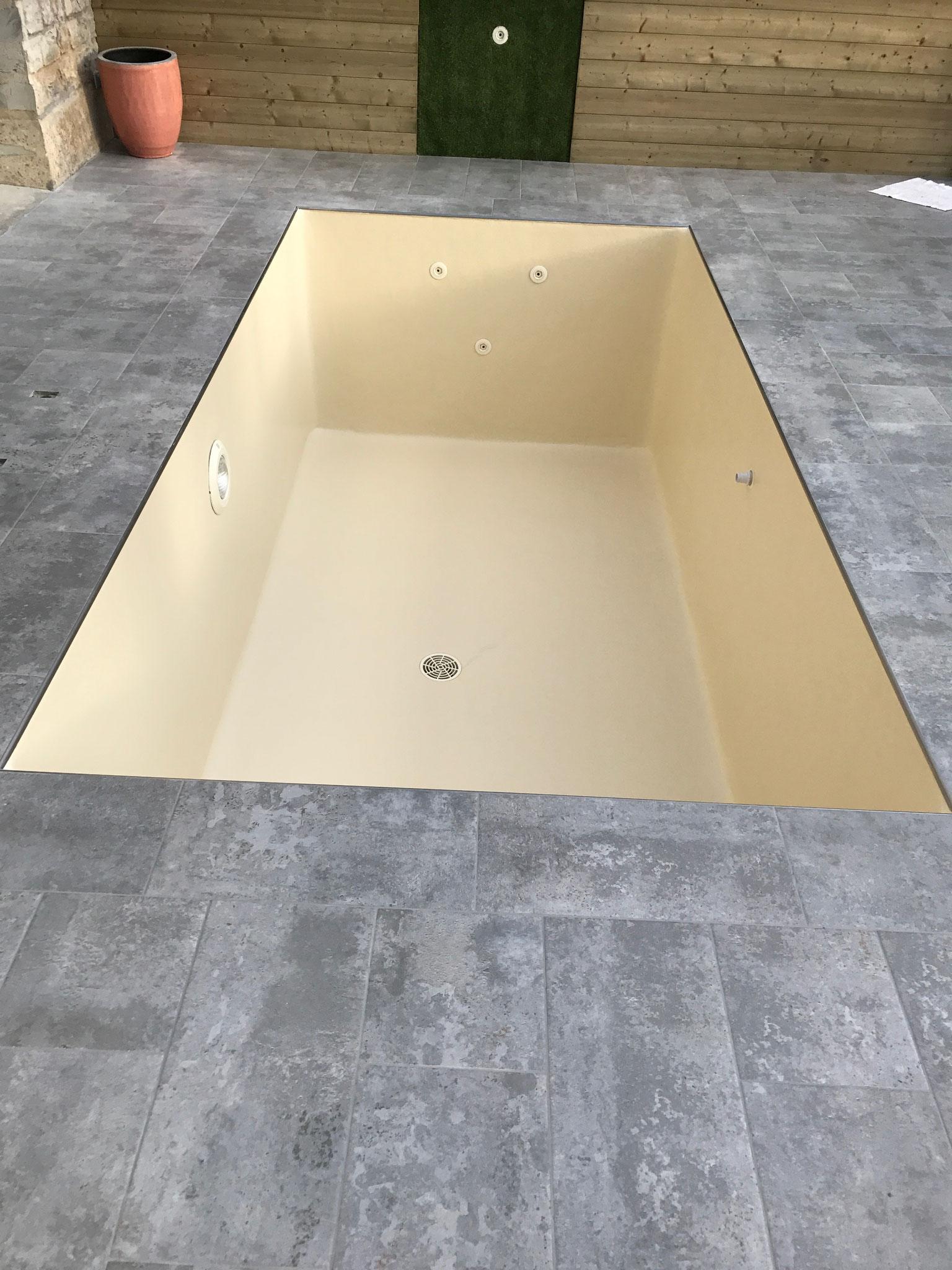 revêtement piscine polyester ivoire