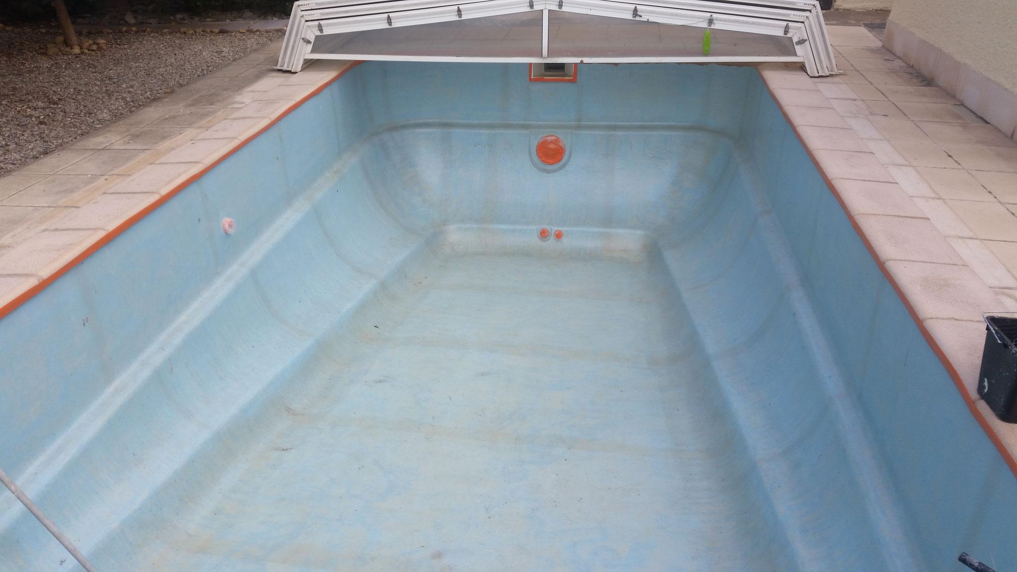 stratification polyester dans une piscine coque