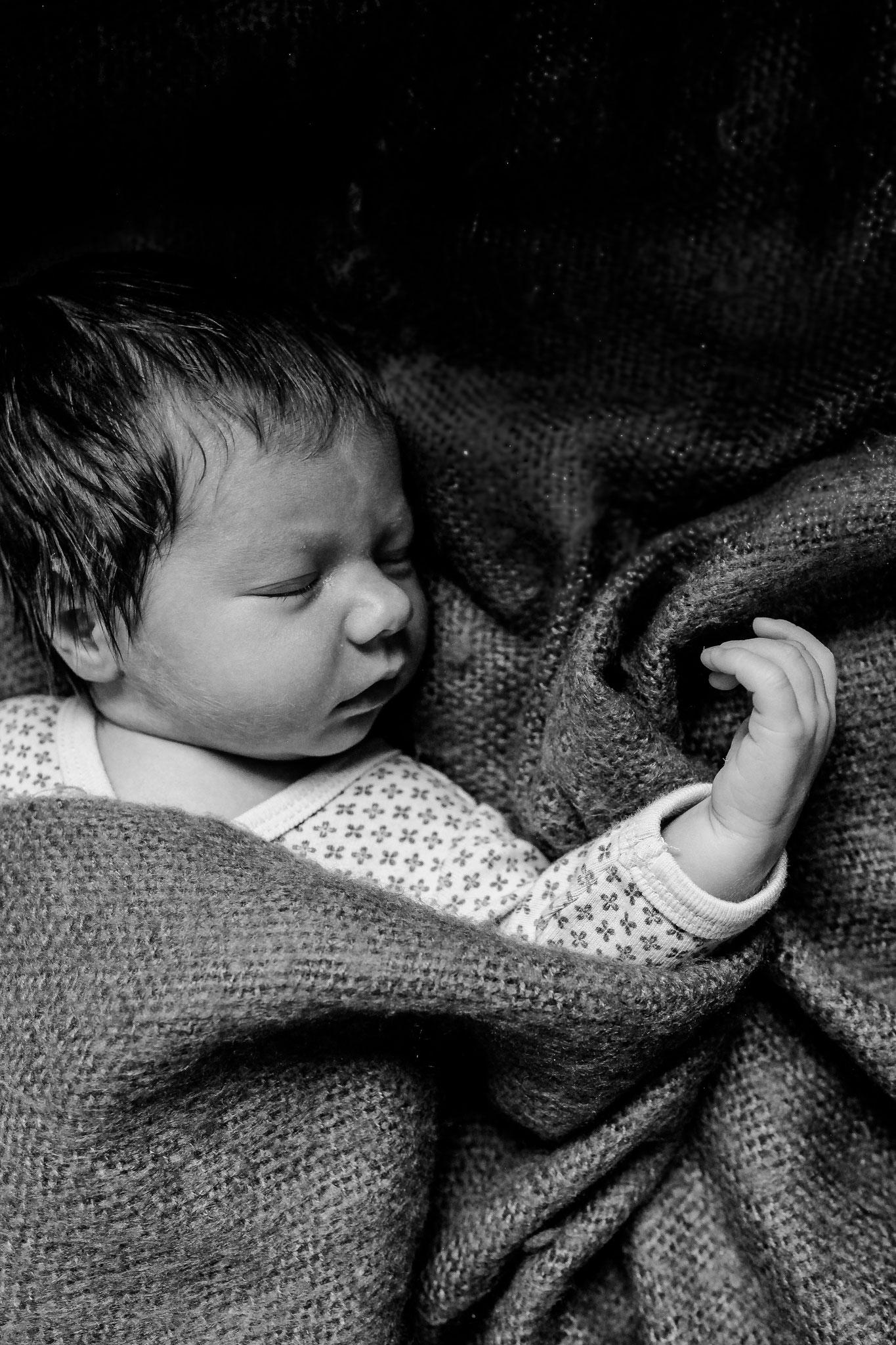 Newbornfotografie | Newbornshooting | Babyfotos | Homestory | Babyshooting | Portraitfotografin Rebecca Adloff | Familienfotos |Ruhrgebiet, Essen, Bochum, Düsseldorf, Köln, NRW, Deutschland, Simmern