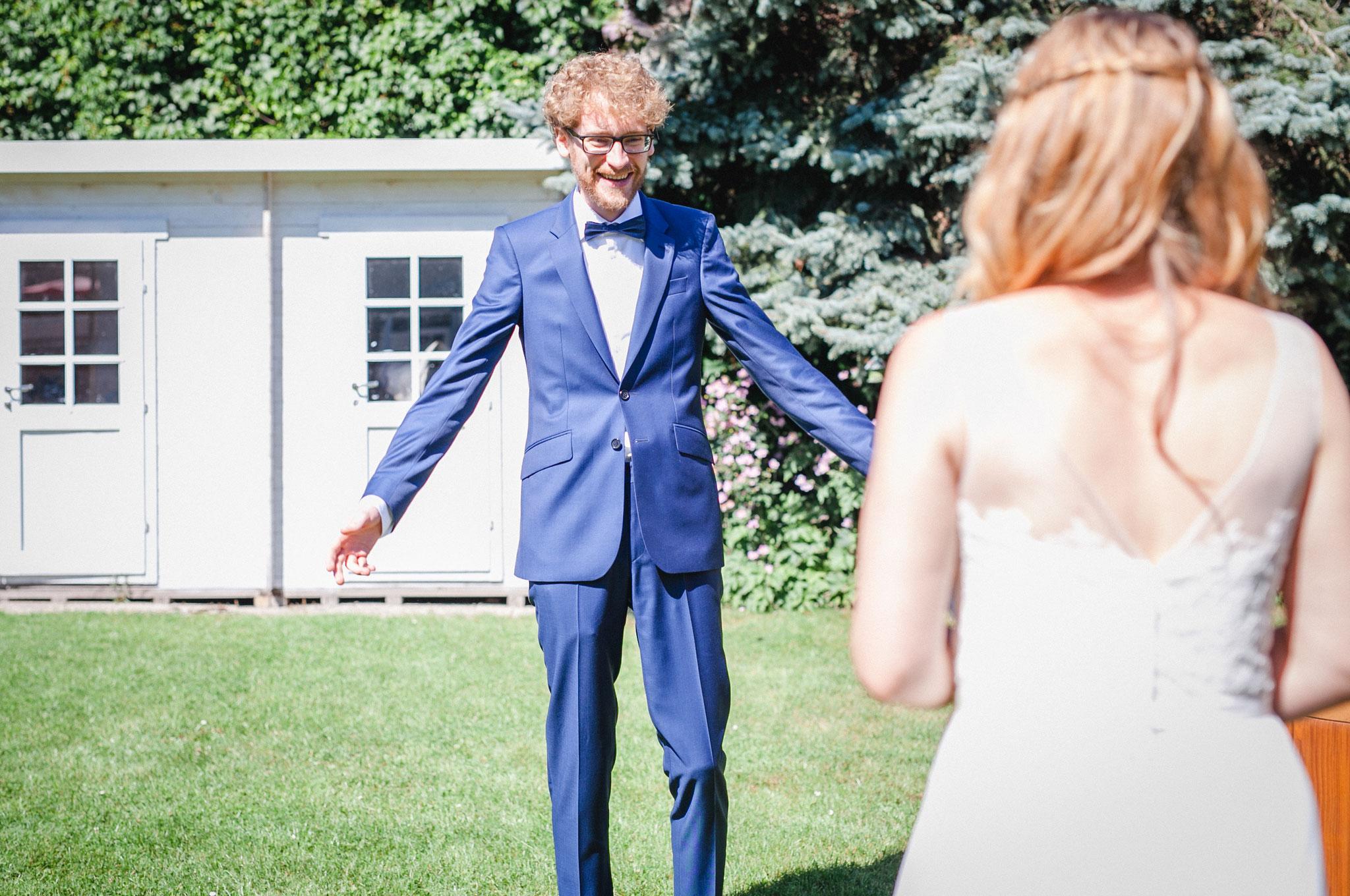 First Look | Hochzeitsfotografin Rebecca Adloff Ruhrgebiet, Münster, Essen, Düsseldorf, NRW, Oberhausen |Hochzeitsreportage |Hochzeitsfotos | Paarshooting |Blumenkranz |