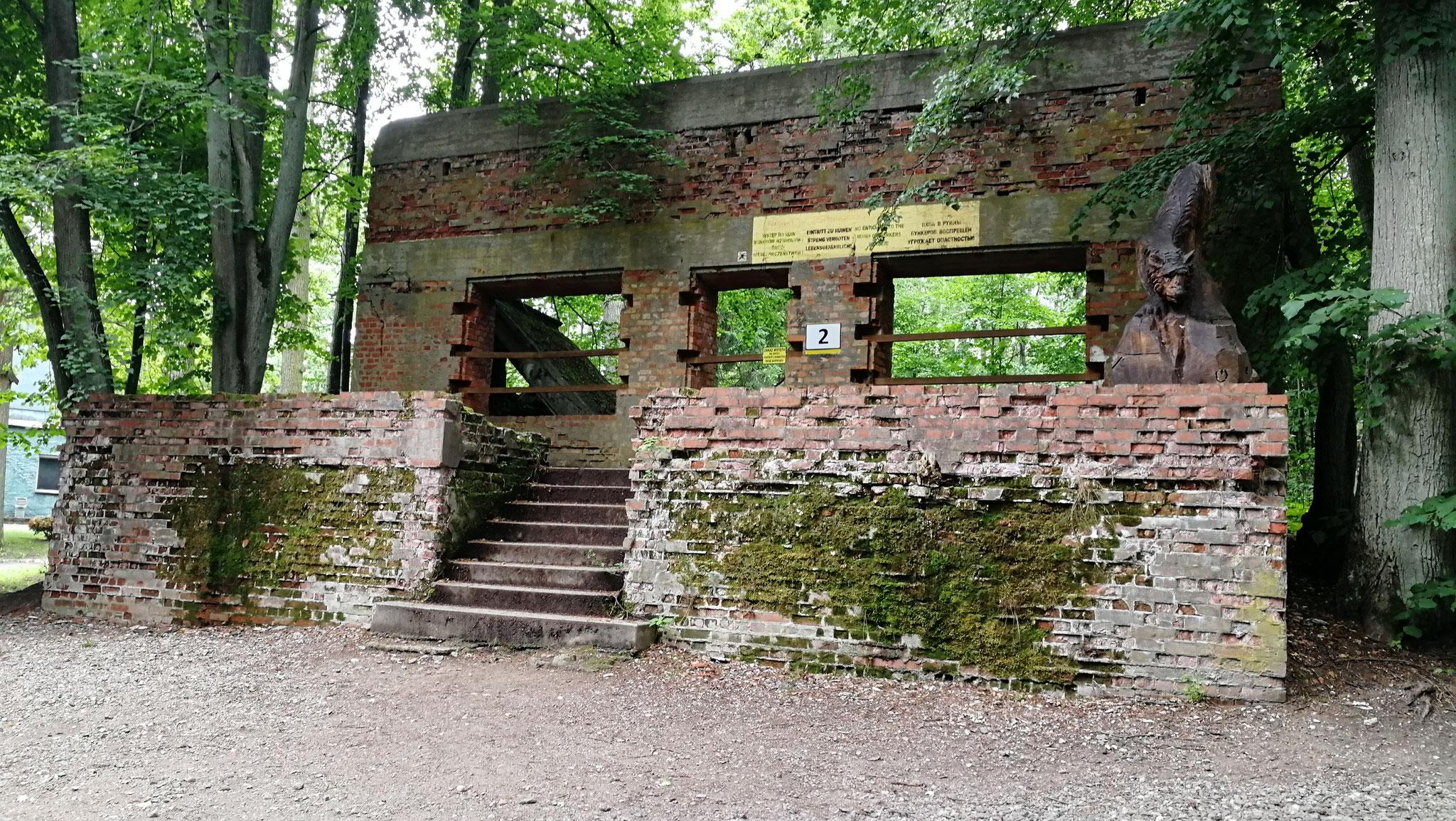 Alle Gebäude und Bunkerreste sind nummeriert