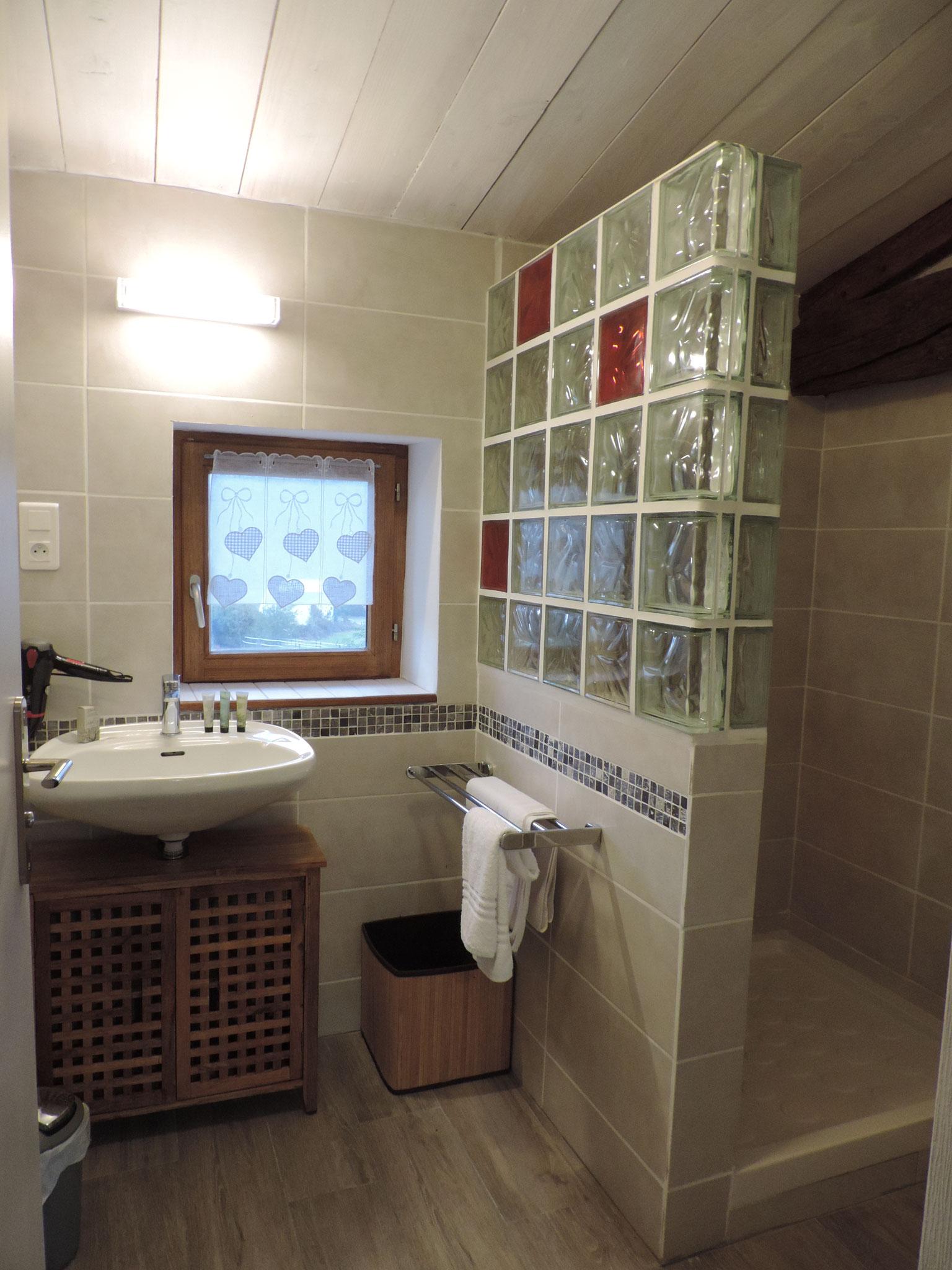salle de bain chambre l'estive