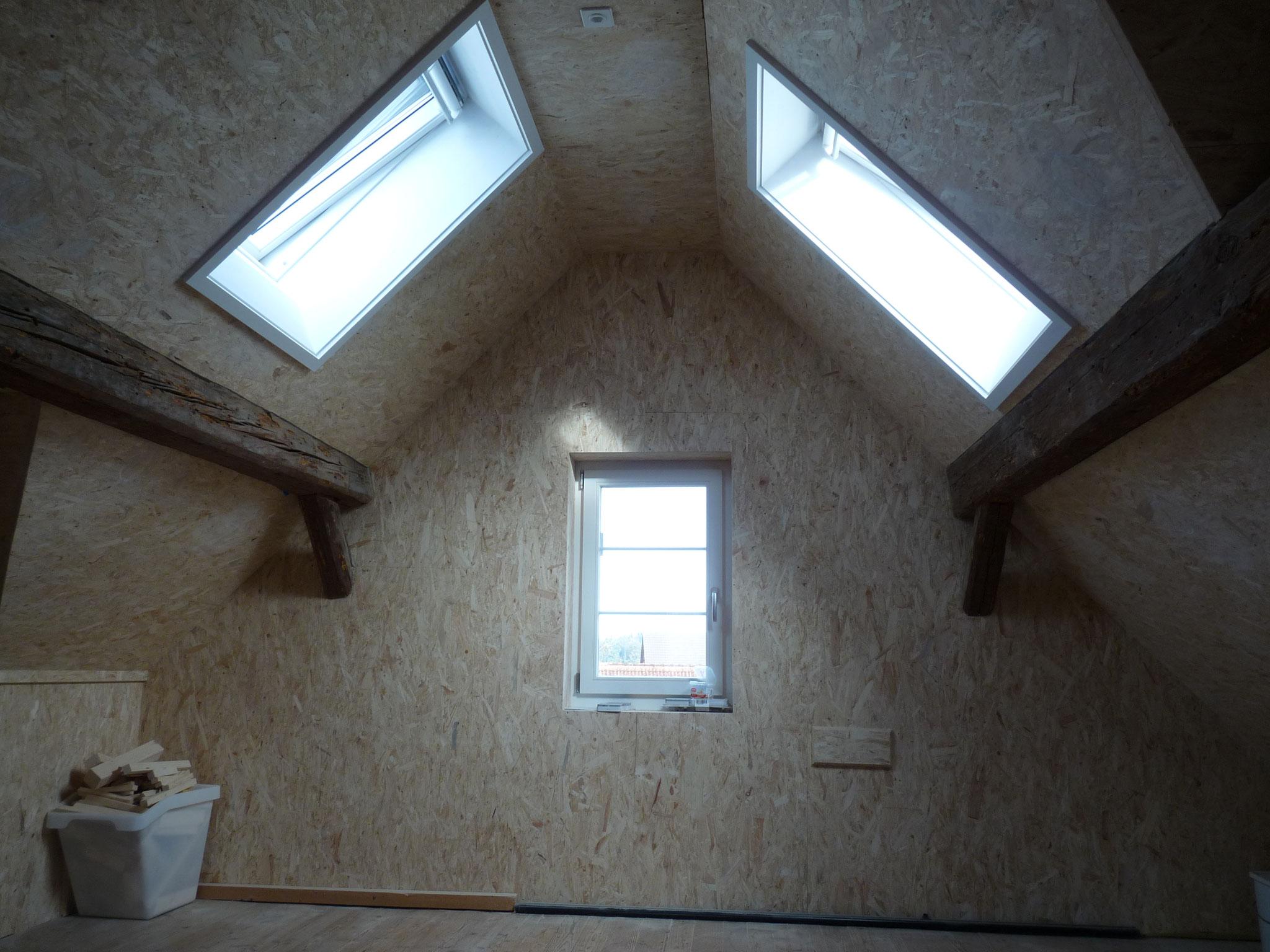 Nach der Arbeit: Isolierung u. Einbau von Dachfenster