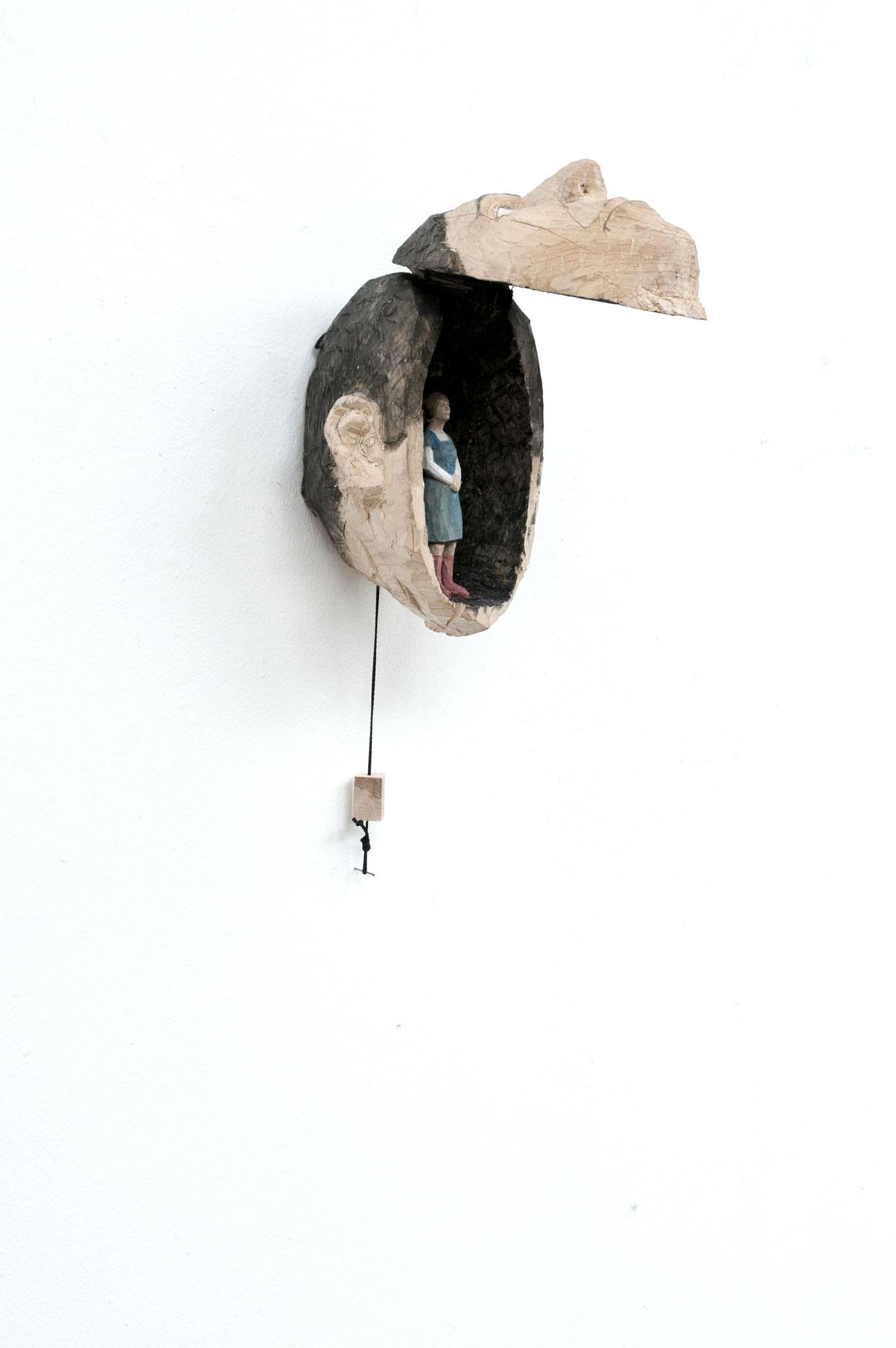 Frau im Kopf, Fichtenholz, bemalt, 2015, Privatsammlung