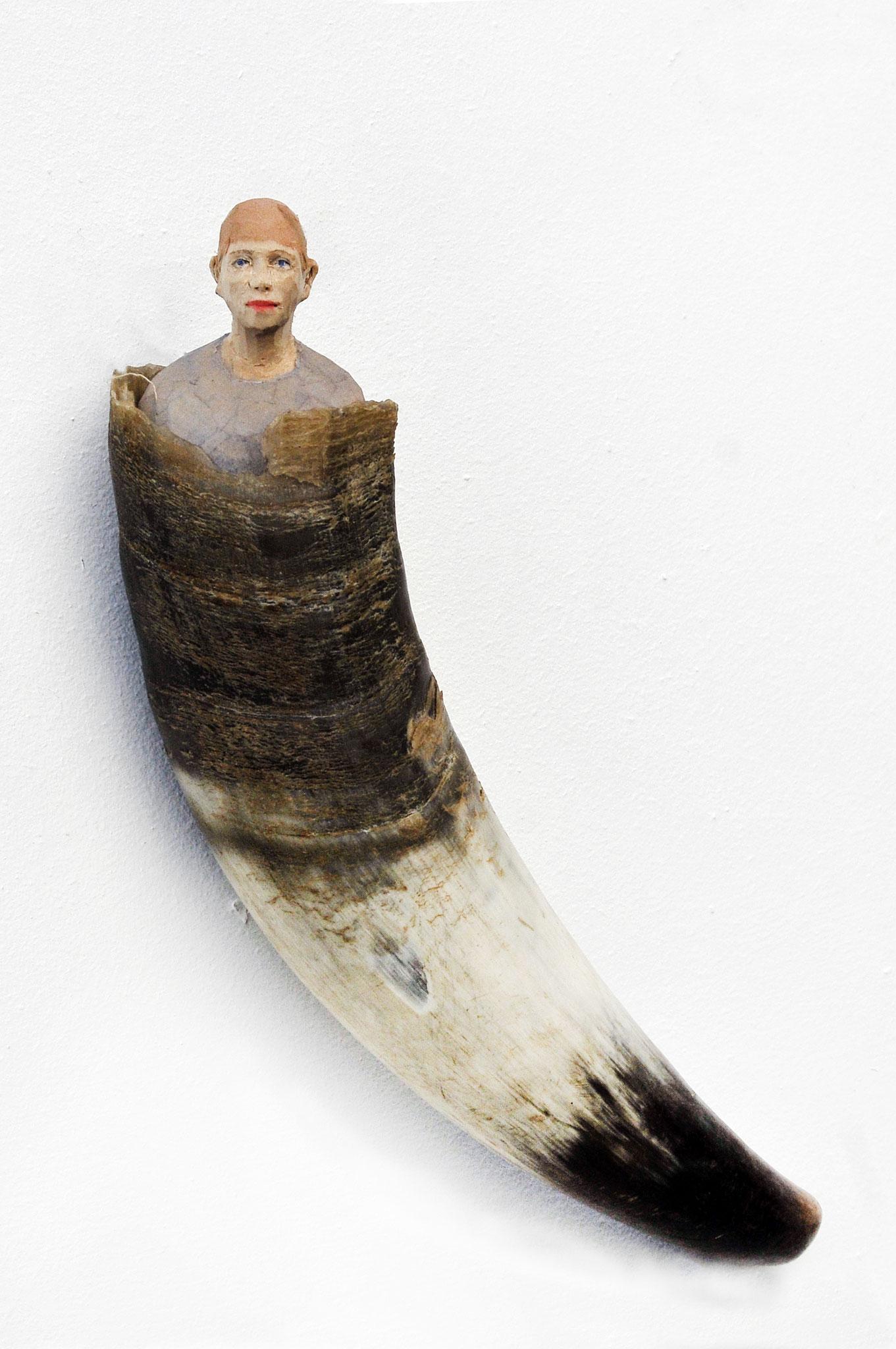 Freya - Frau in Kuhhorn  I  Lindenholz, Farbe, Horn  I  2019