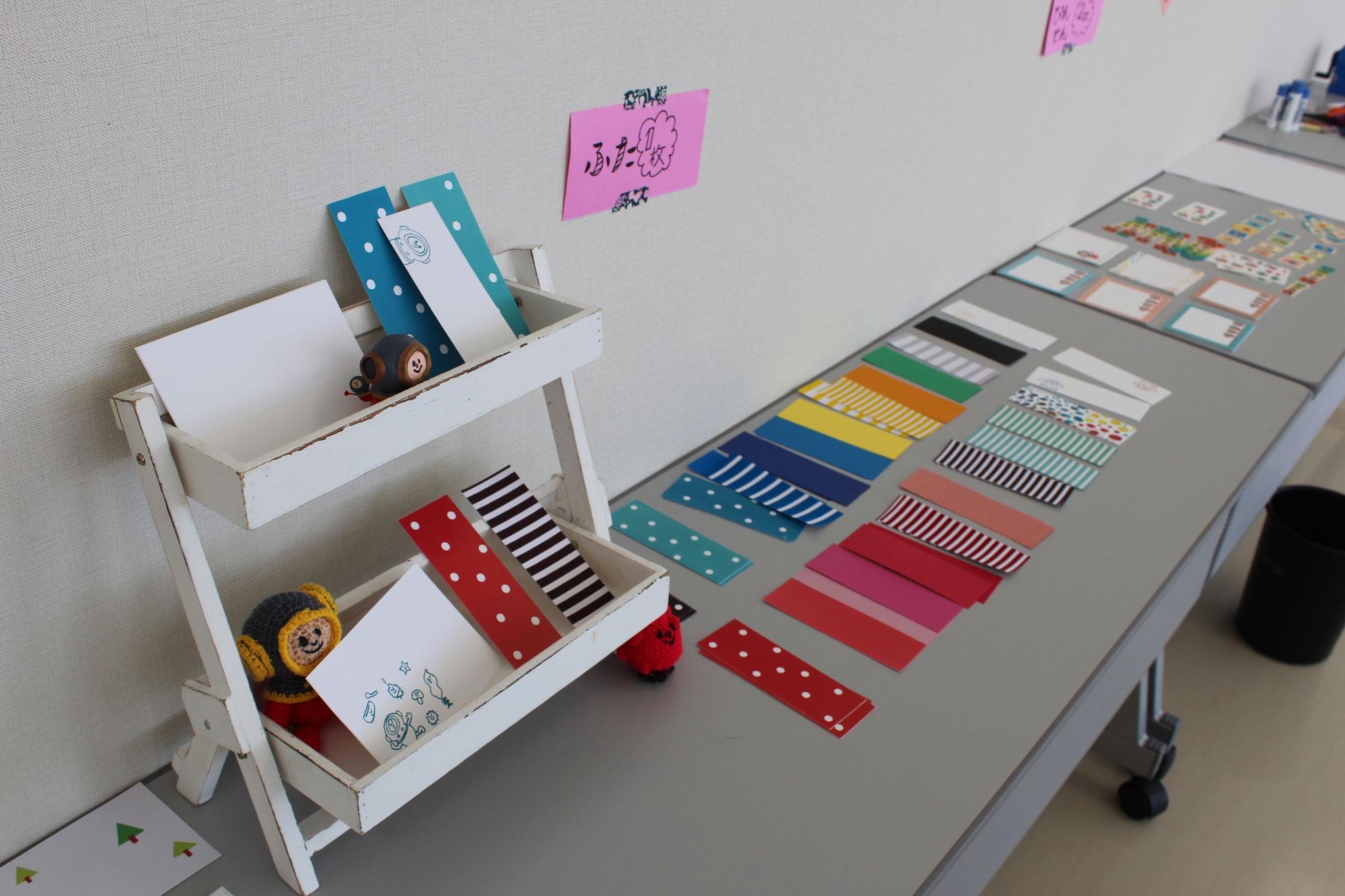 フタは、ドットやストライプのほか、色画用紙など素材感のあるものもご用意しました。