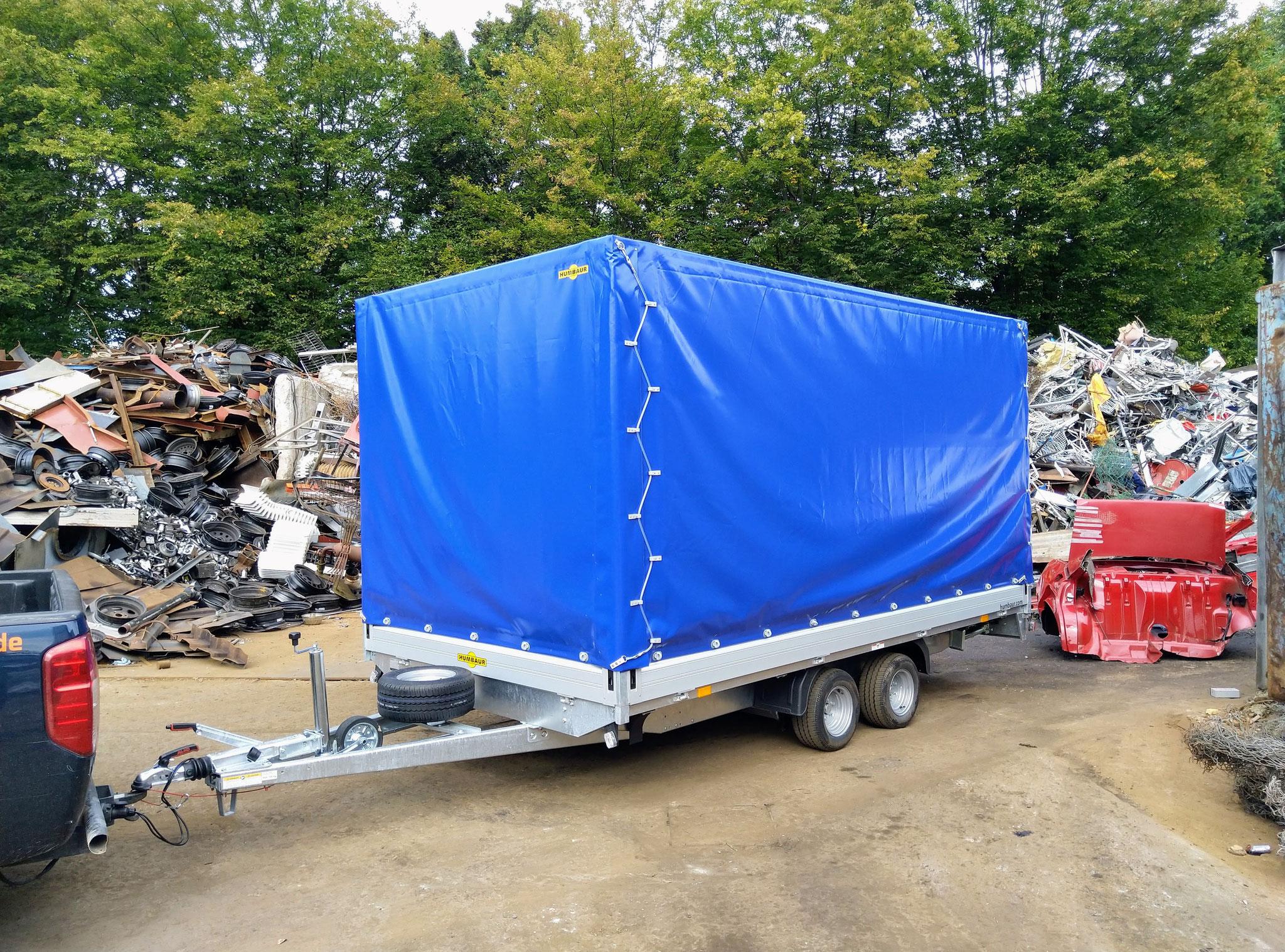 Hier lässt sich dank eines Innenmaß von 410x210cm ein Fahrzeug transportieren
