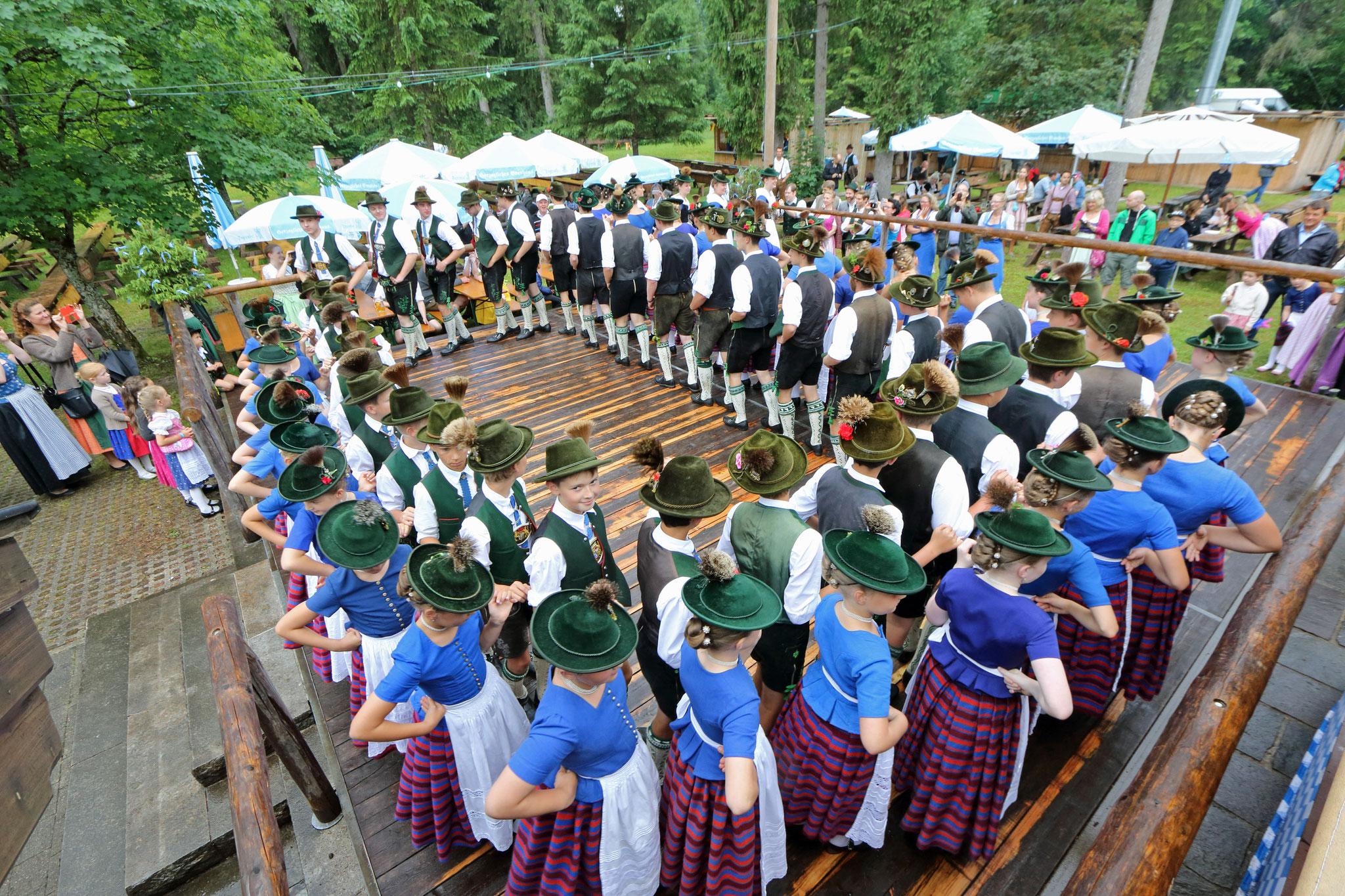 Die Jugendgruppe beim Hirschbergler Waldfest 2017