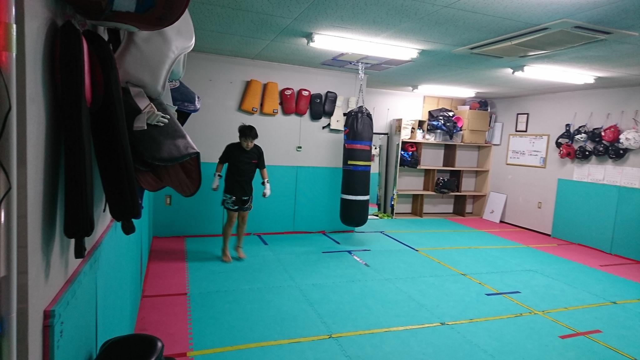 小学生からキックボクシング入会できます。