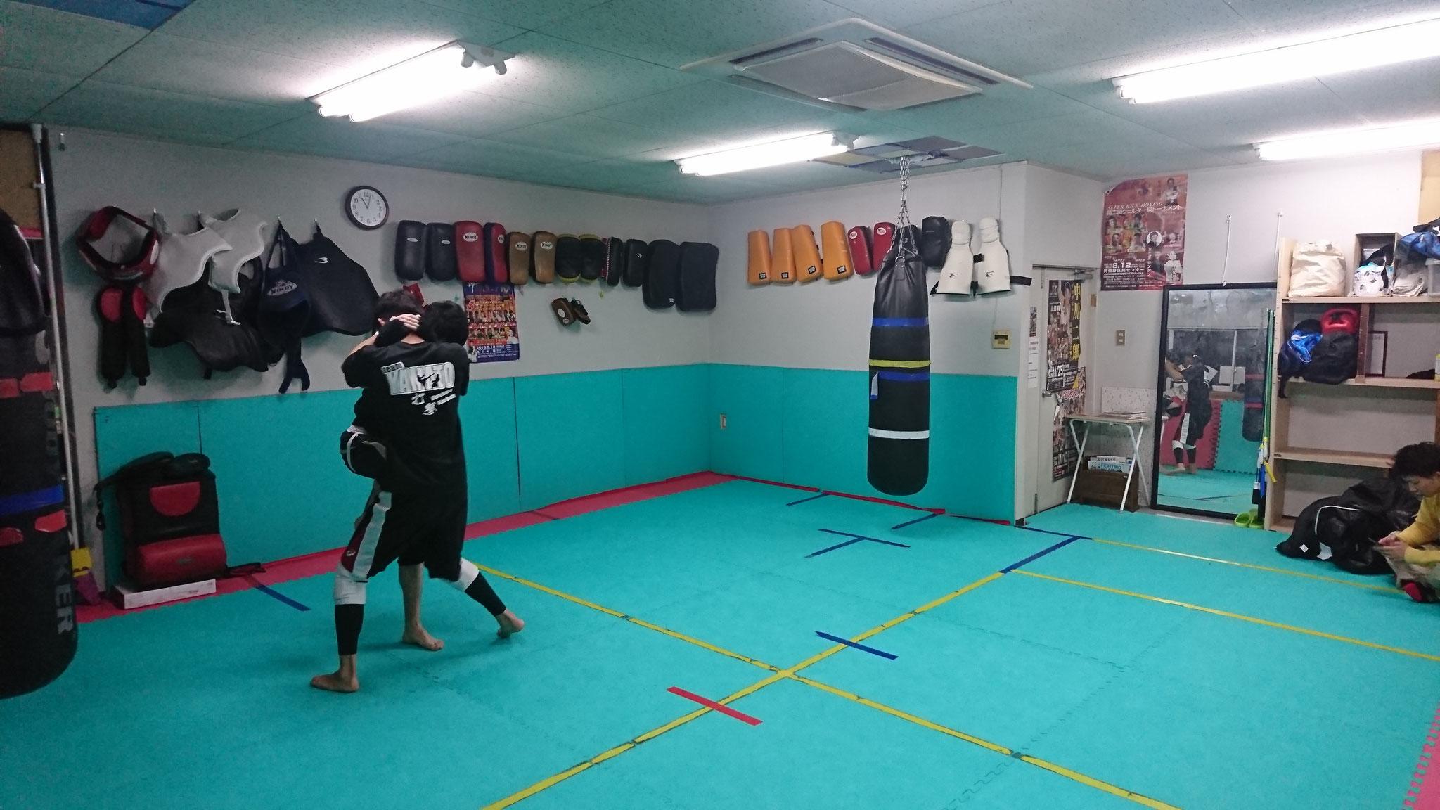 teamYAMATOでは首相撲の練習もします。