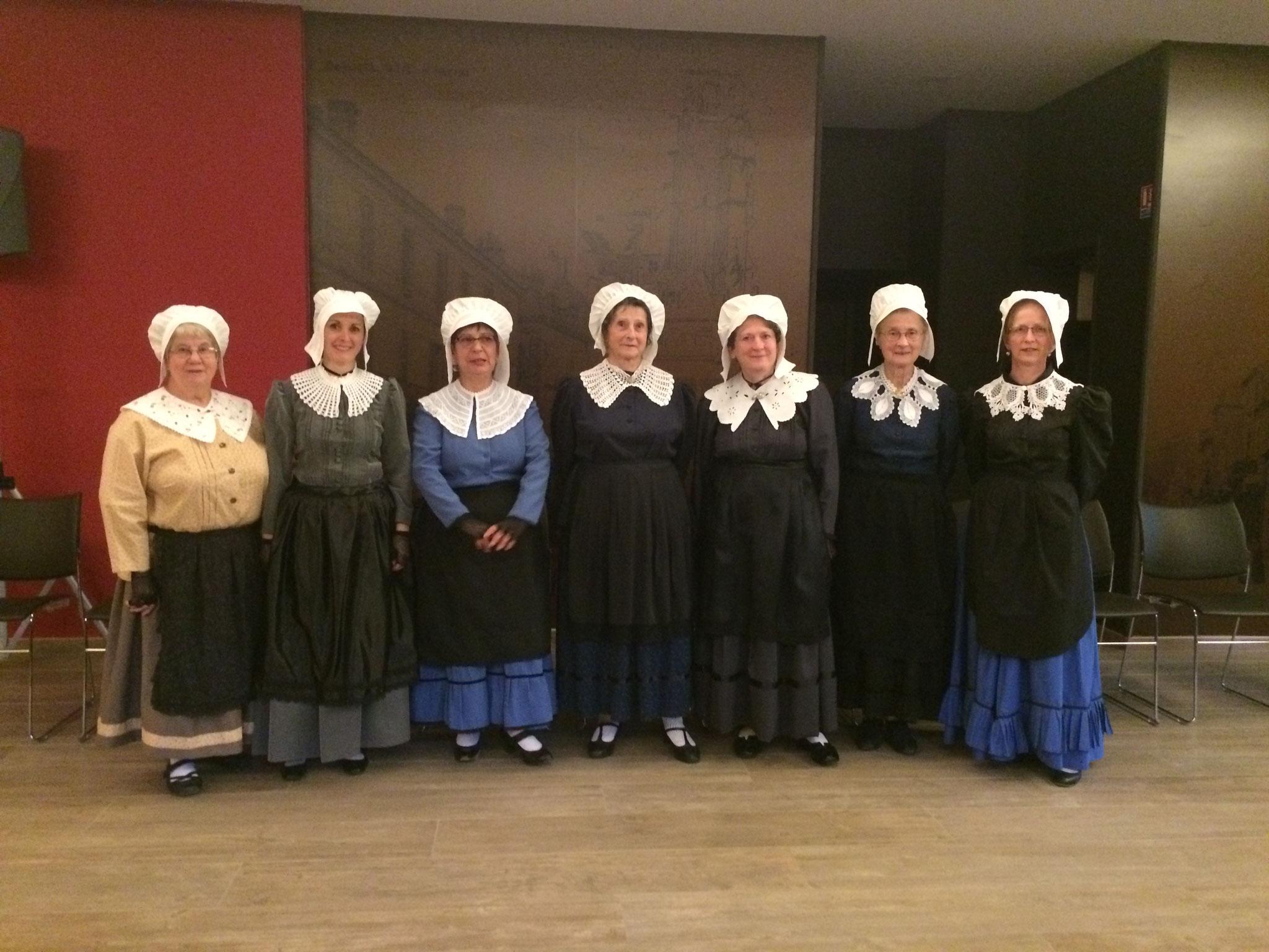 groupe folklorique en dordogne périgord noir traditions occitanes costumes traditionel du Périgord, costumes et coiffe de dentelle, vêtements de nos aïeux, costume régional folklorique de Sarlat