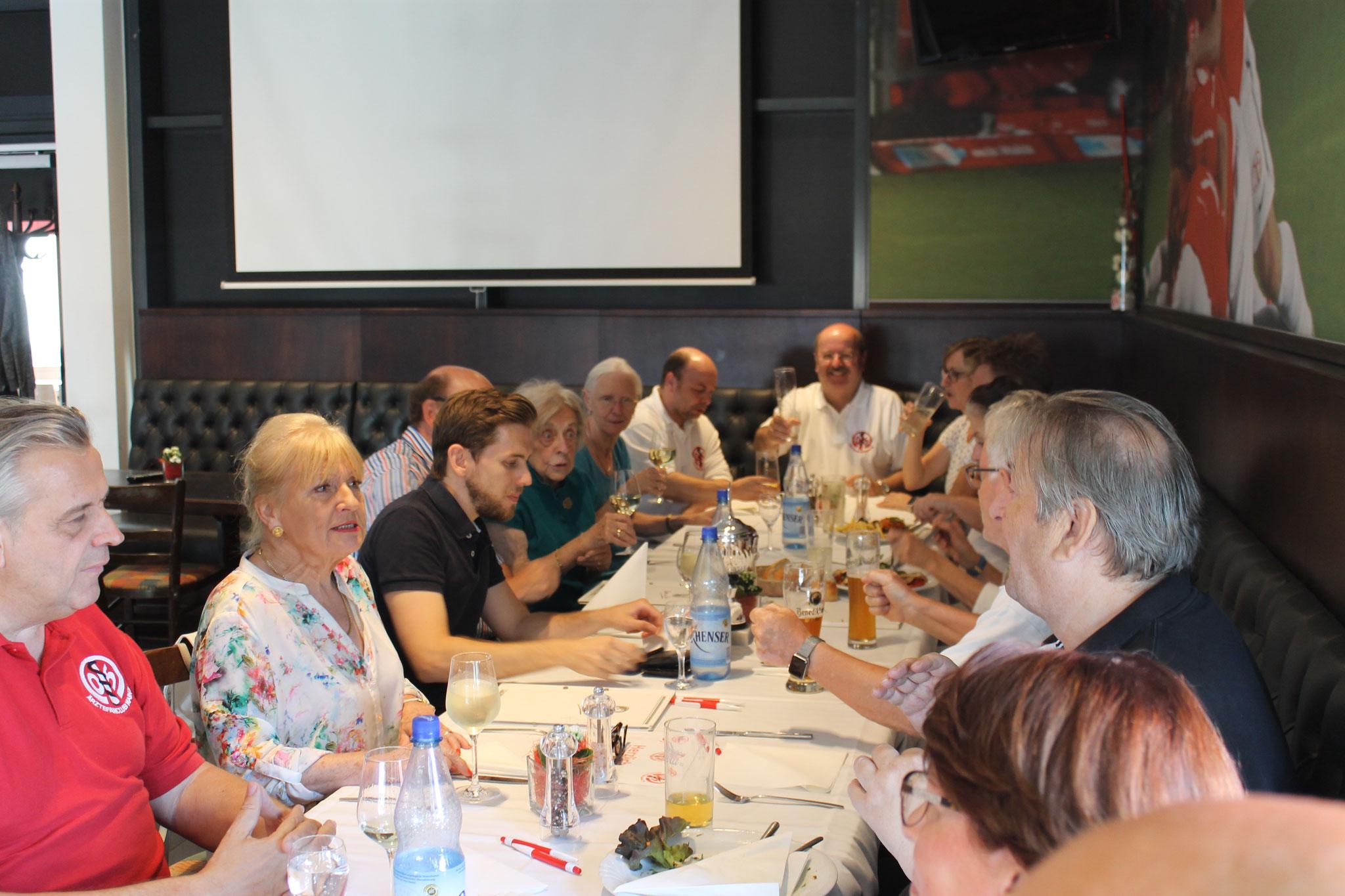 """Stammtisch 3. Juli mit allen """"Verdächtigen"""" sehr gut besucht!"""