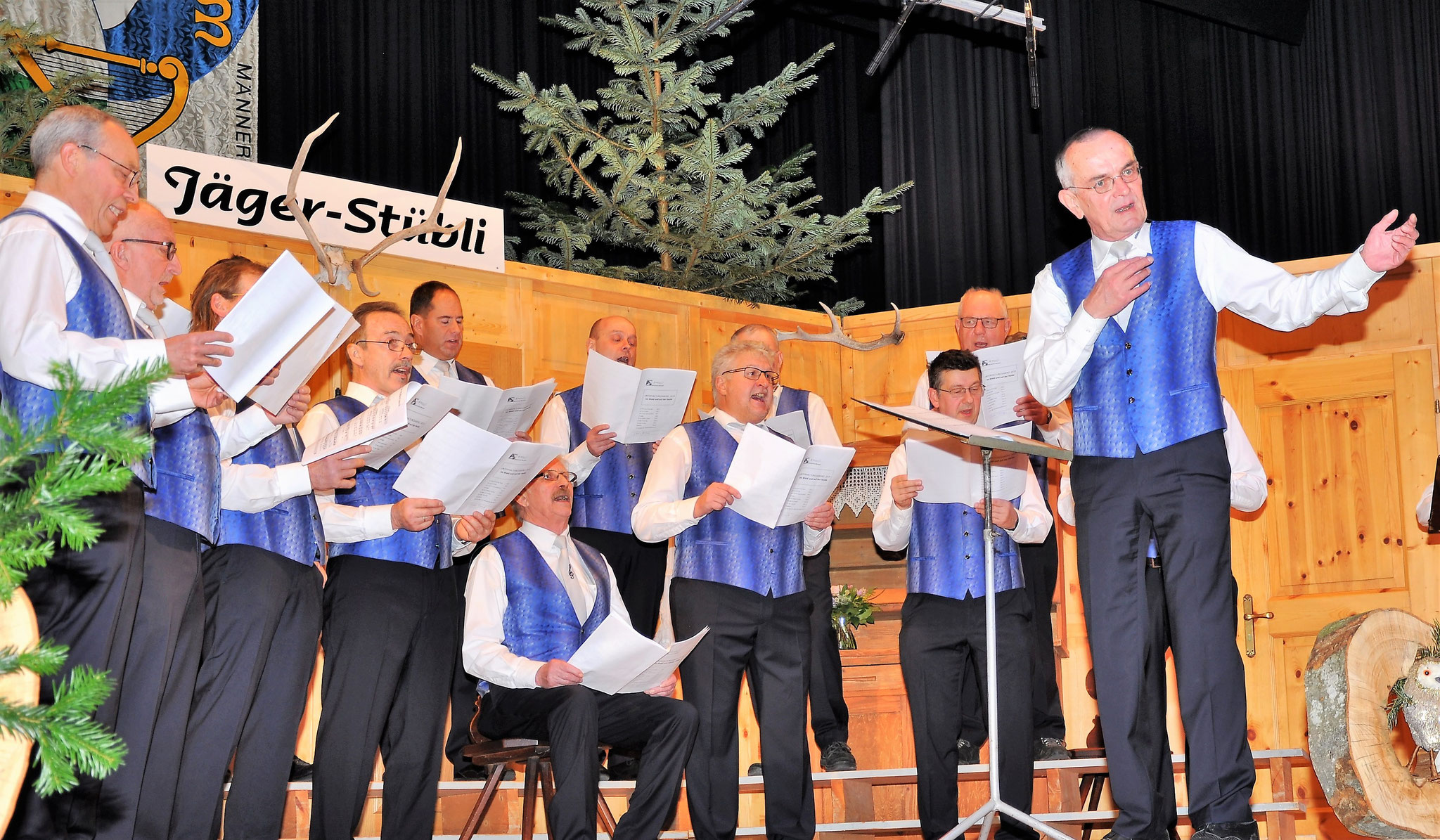 Chorleiter H.Schlattinger mit Männerchor Marbach