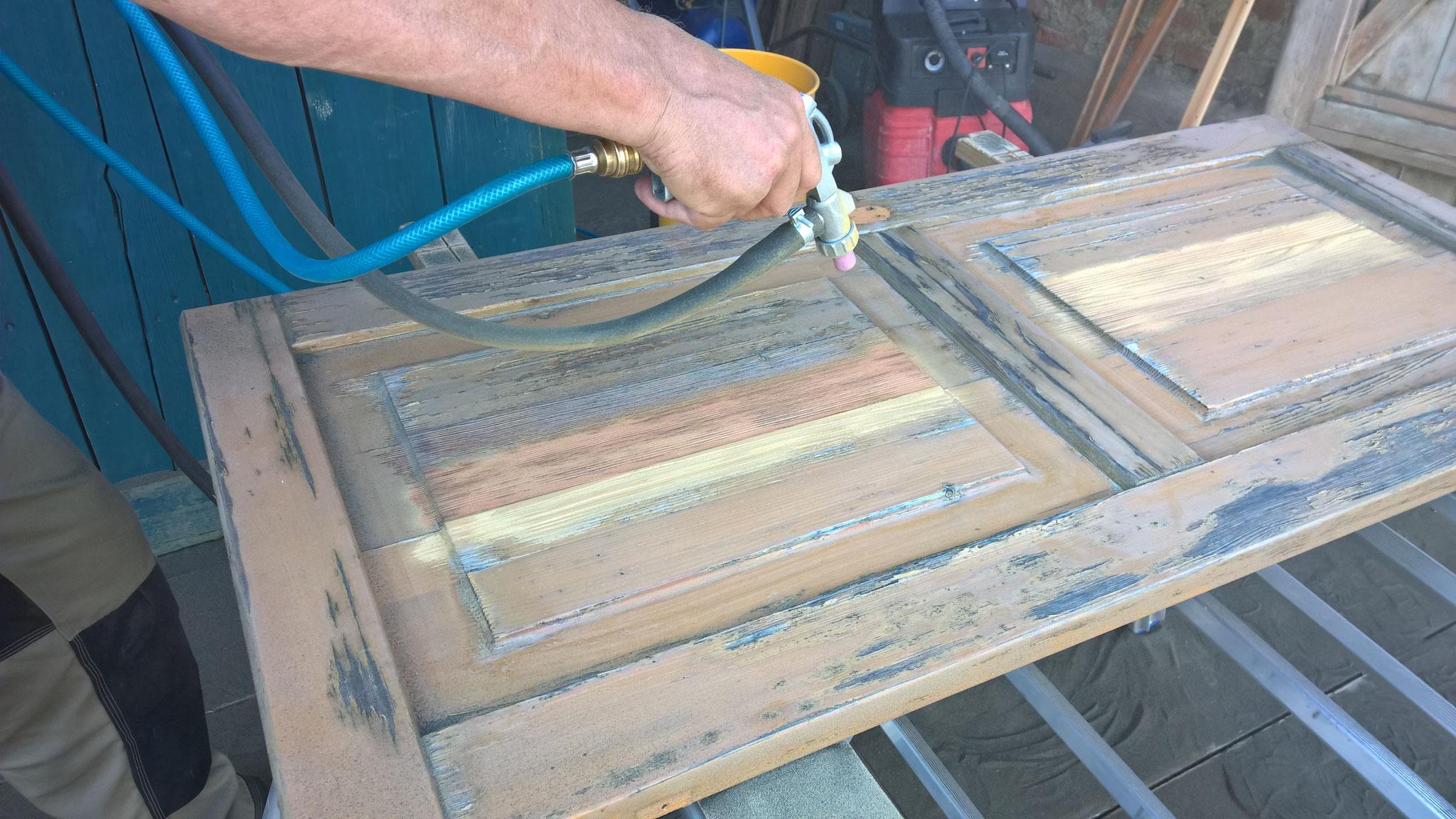 Sanierung Holzoberflächen, Sandstrahlen mit Bicarbonat Mischungen, atmungsaktiver UV-Schutz