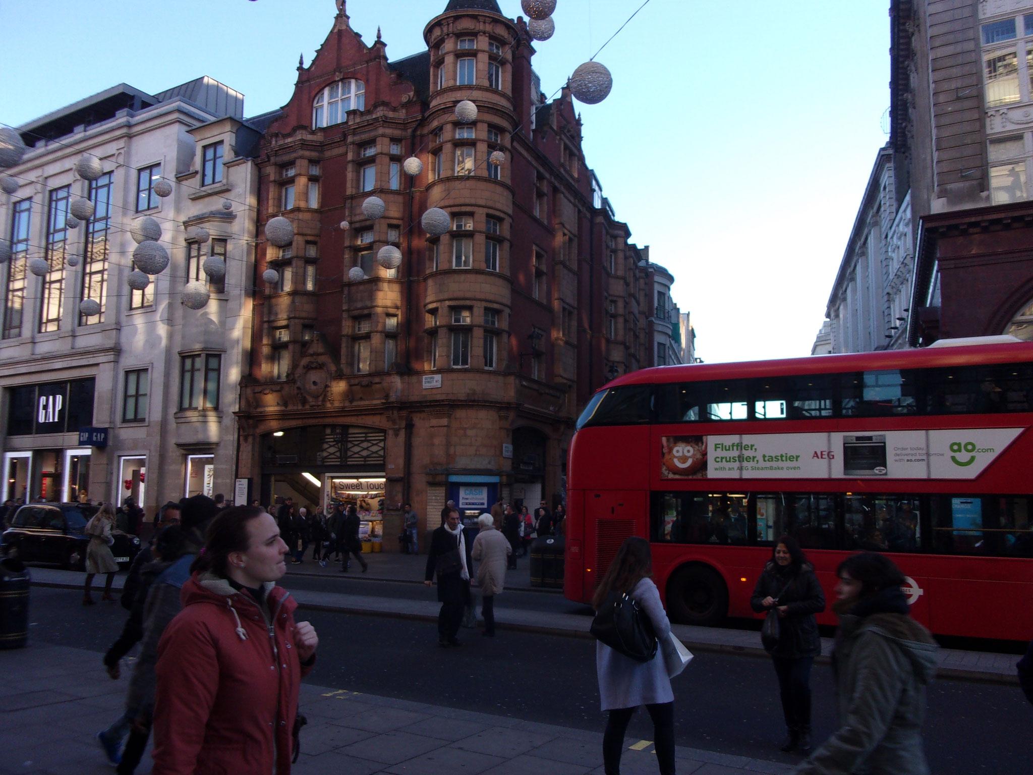 Beaucoup de batiments avec des façades incroyables se cachent un peu partout dans les rues de Londres