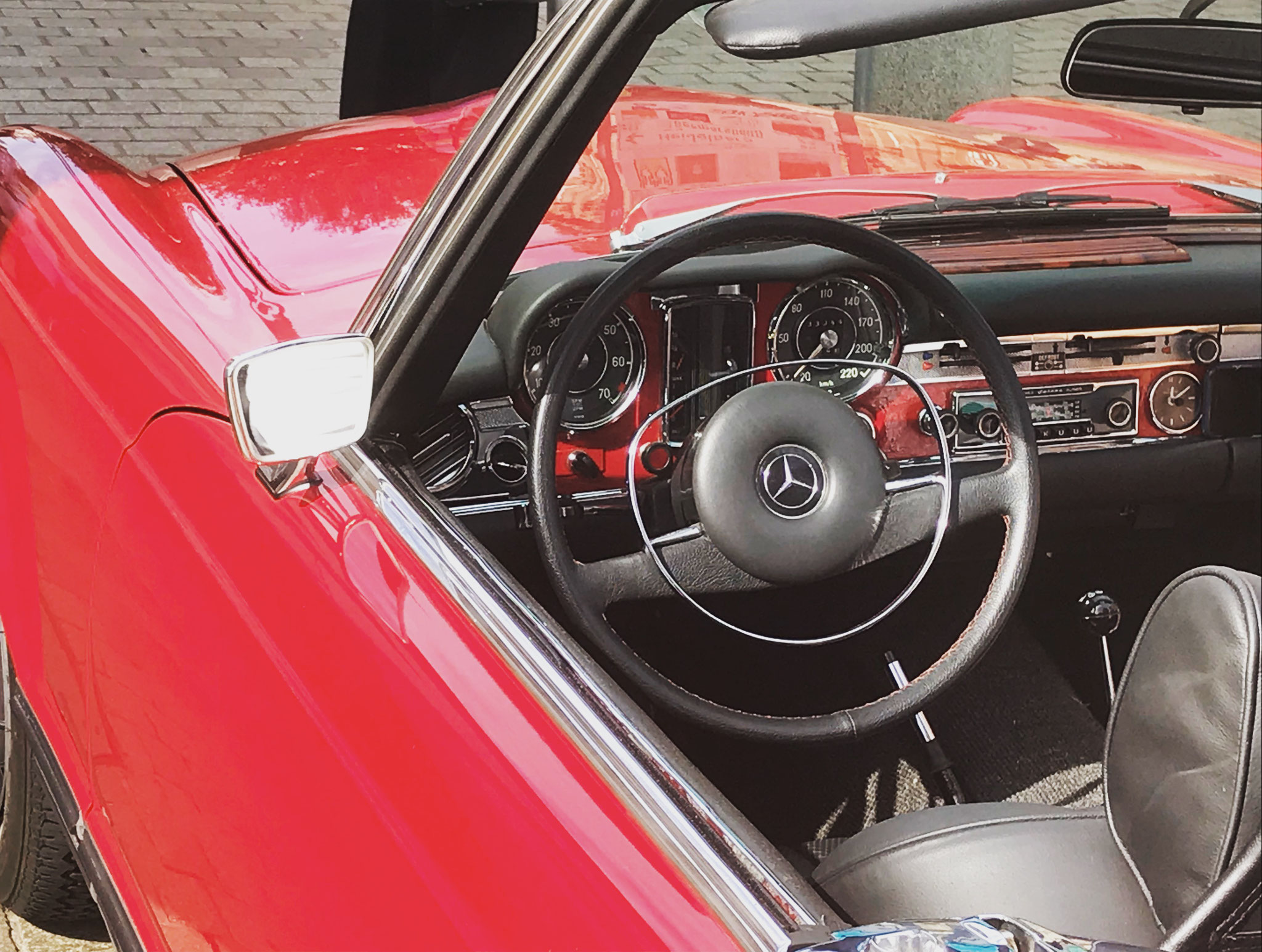 Cockpitshot Mercedes 280 SL