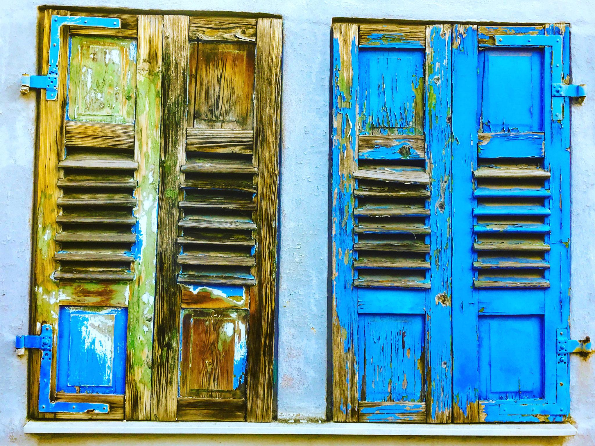 Vintage morbide Fensterläden. Nicht in Griechenland, sondern in Speyer fotografiert.
