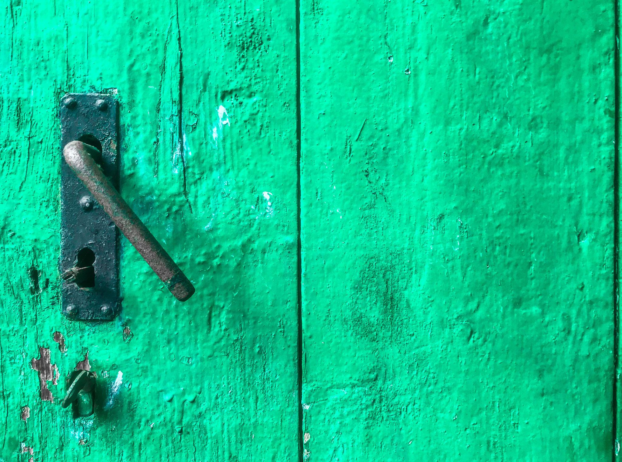 Grüne vintage Holztür. Loc: Speyer