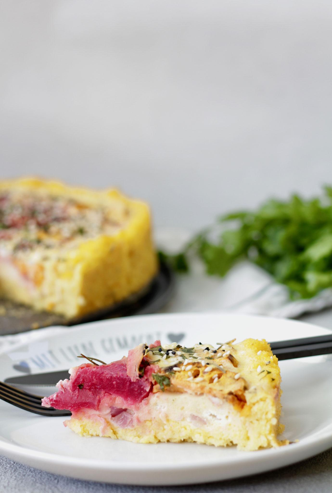 Kürbis-Polenta-Tarte mit Ziegenfrischkäse