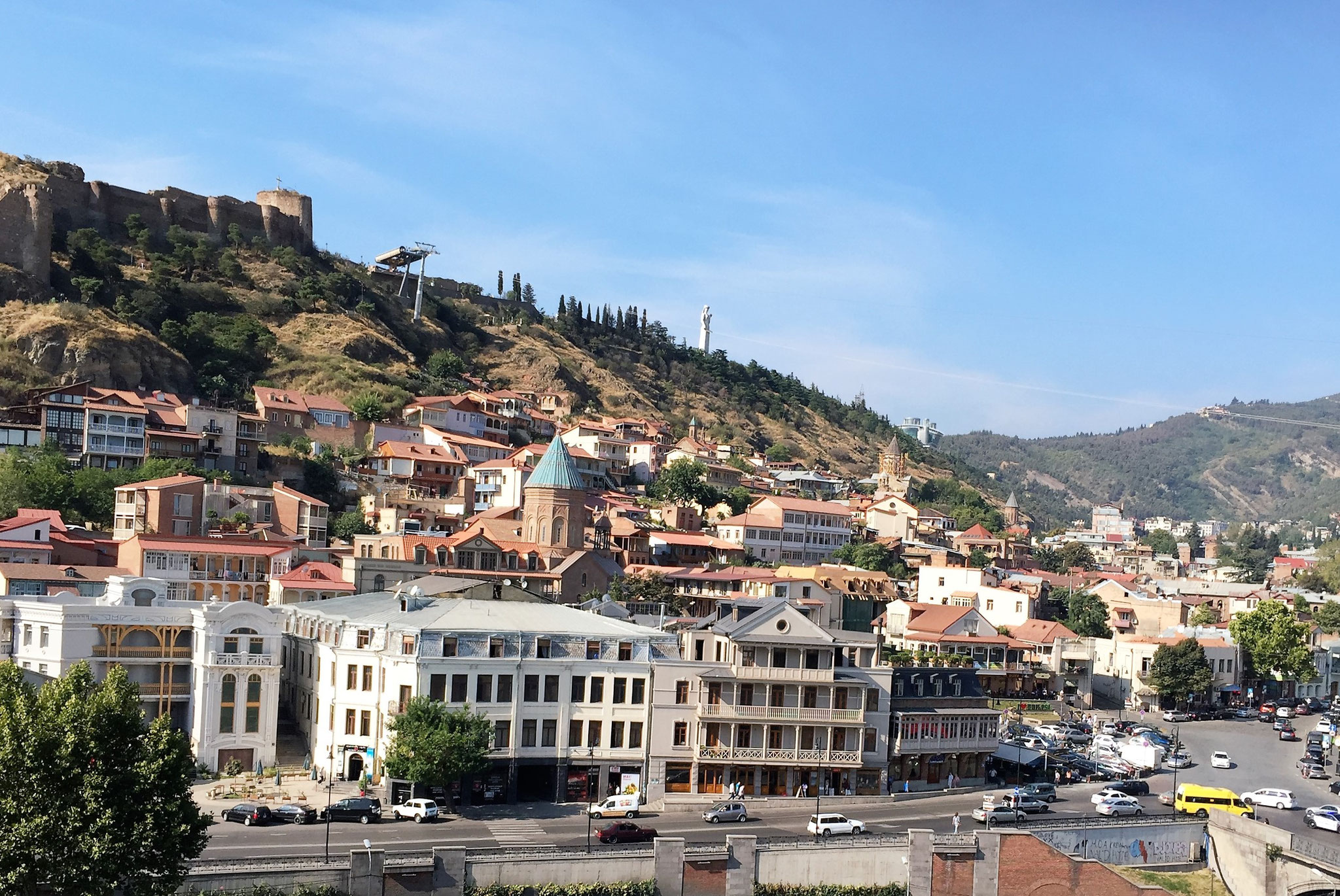 Blick auf die Altsadt von Tiflis / Tbilissi
