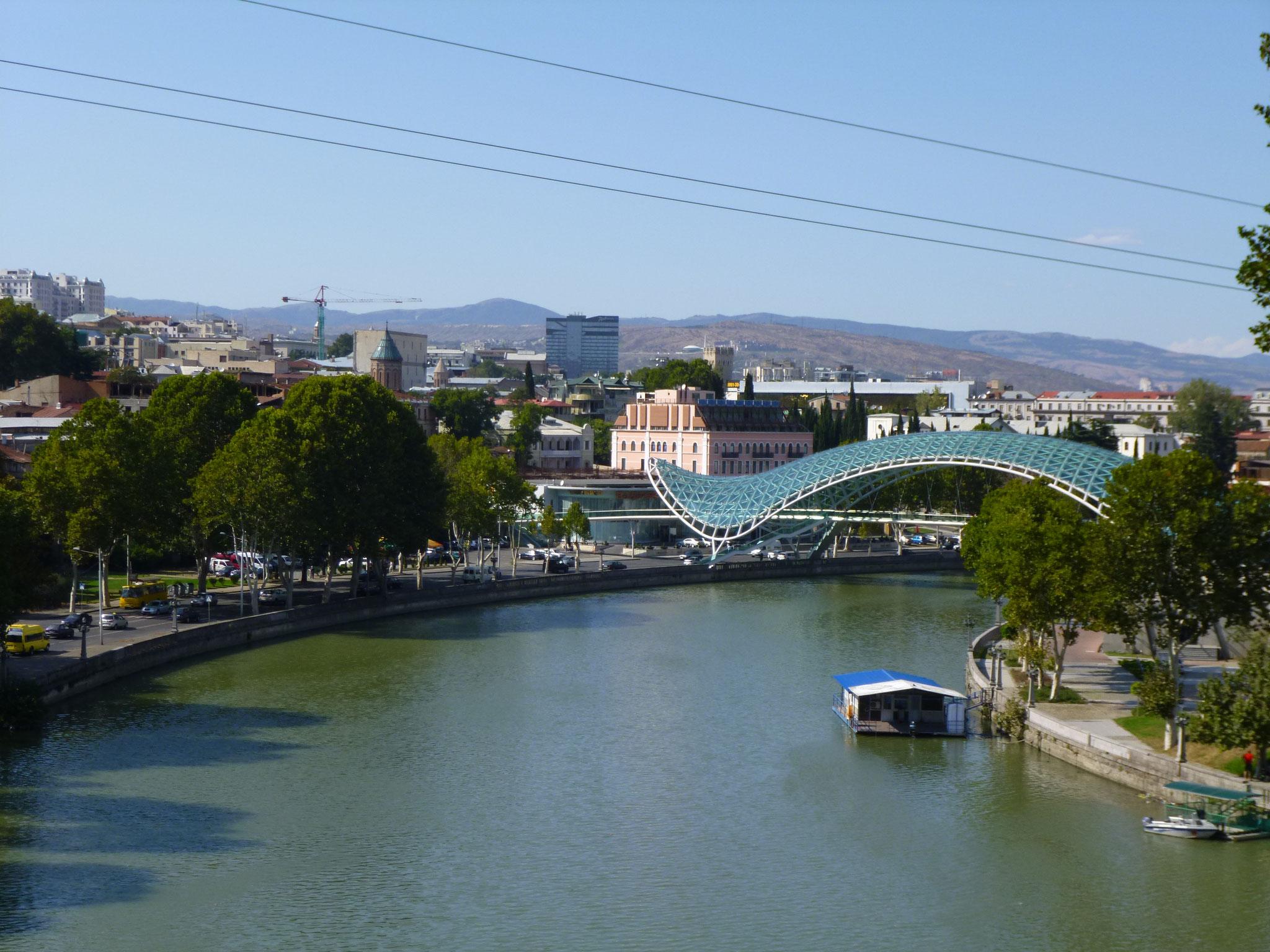Kura mit Friedensbrücke