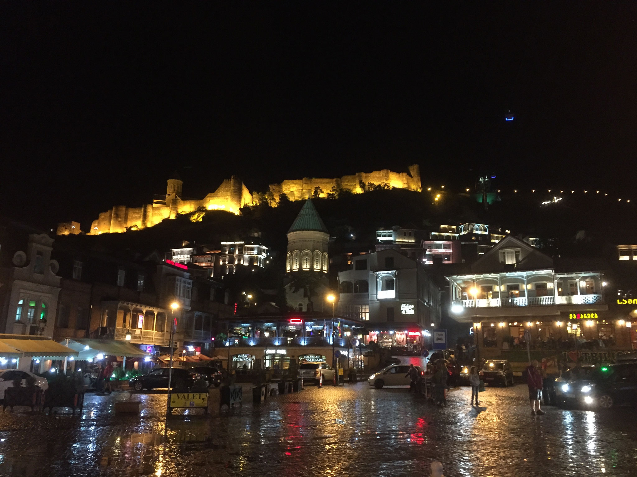 Narikala Festung in Tiflis bei Nacht
