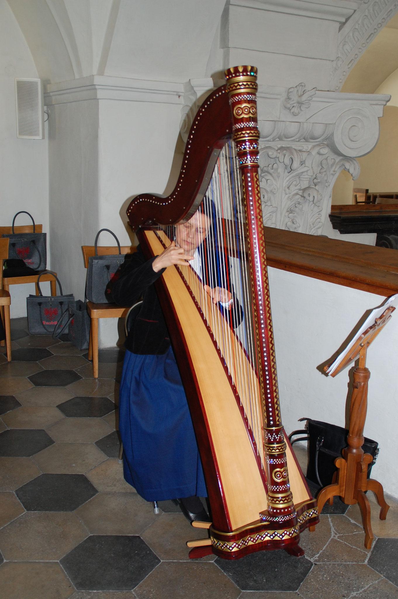 Harfenspielerin Margit Haas
