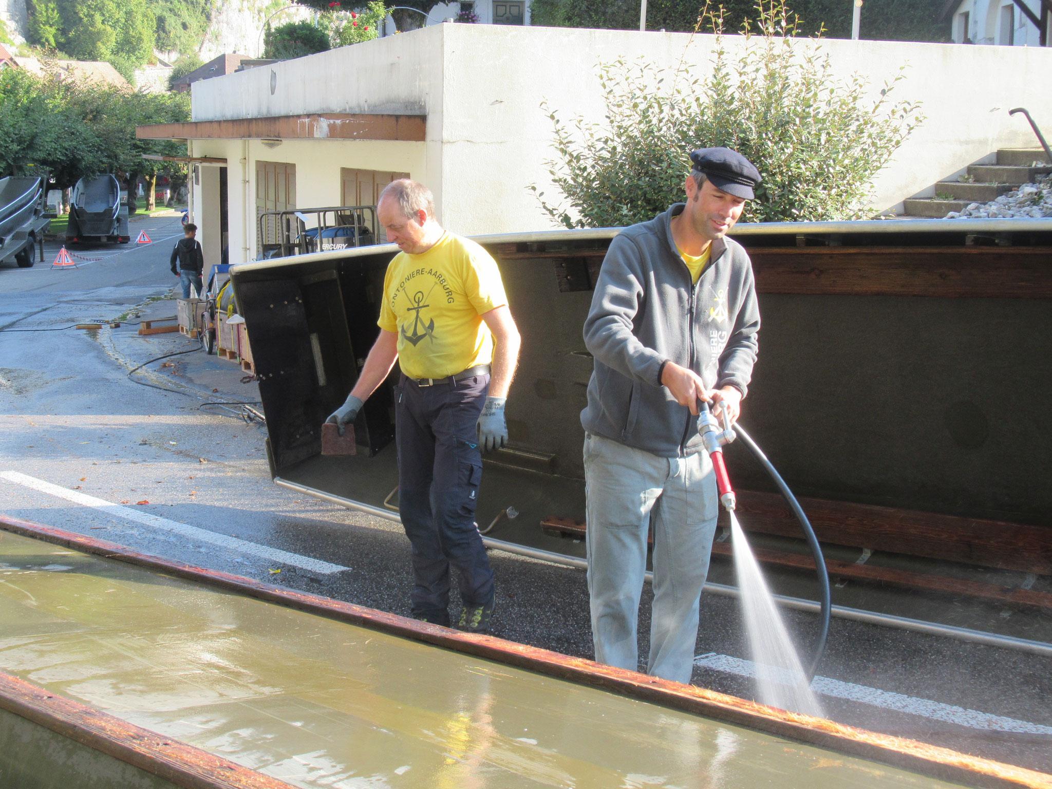 Roger Dulliger und Daniel Bucher am Reinigungsposten 2