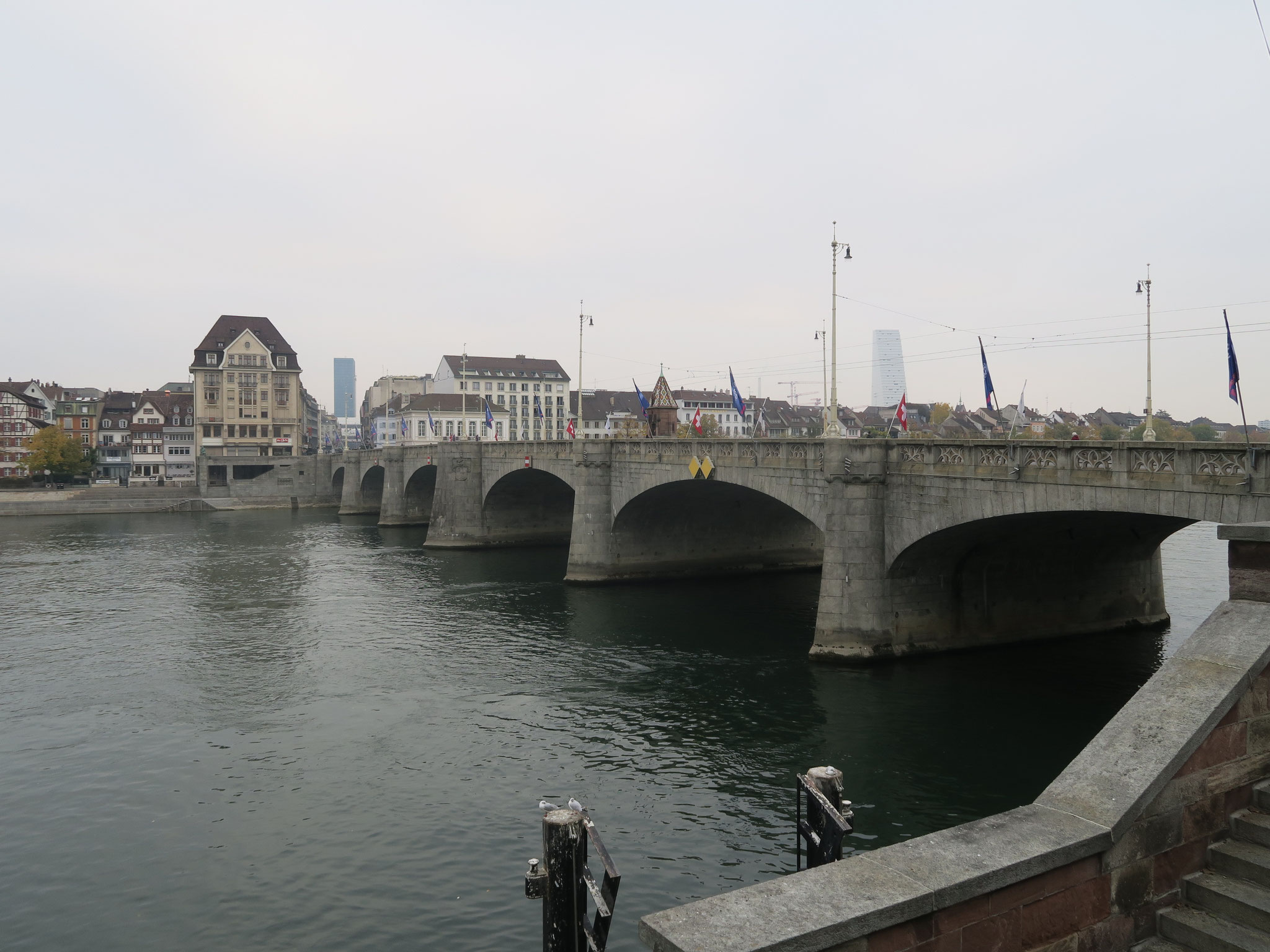Treffpunkt bei der Schifflände Mittlere Brücke