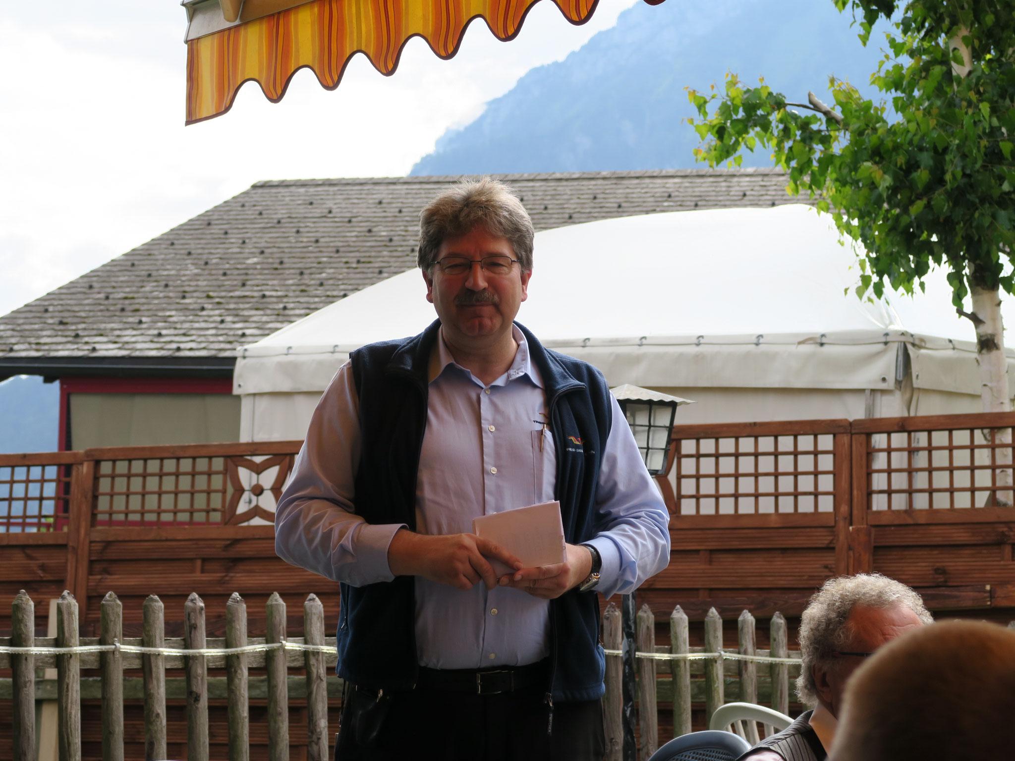 Christoph Näpflin heisst die Drehörgeler in Seelisberg willkommen.
