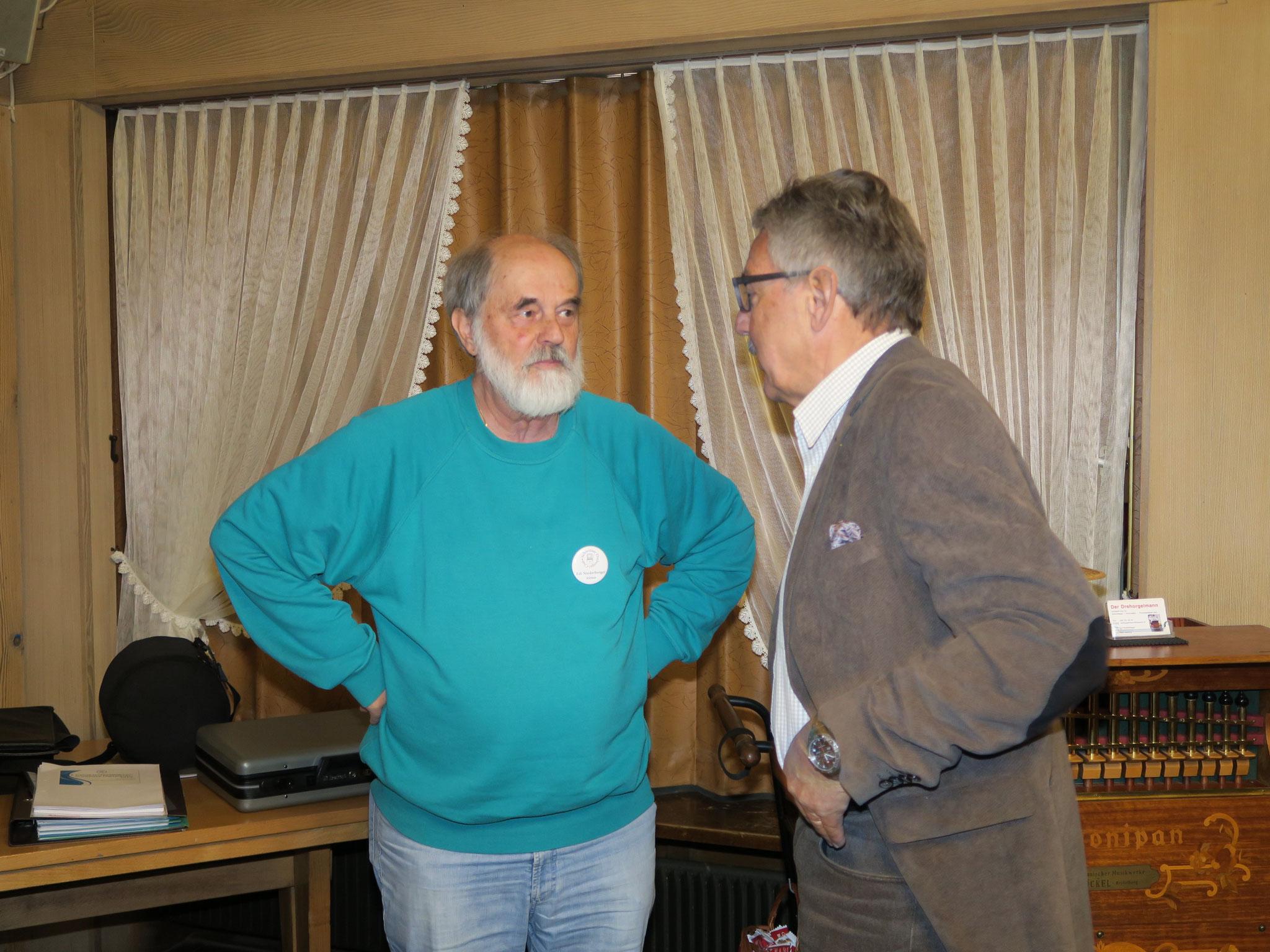 Edi Niederberger und Ueli Bettler unterhalten sich.