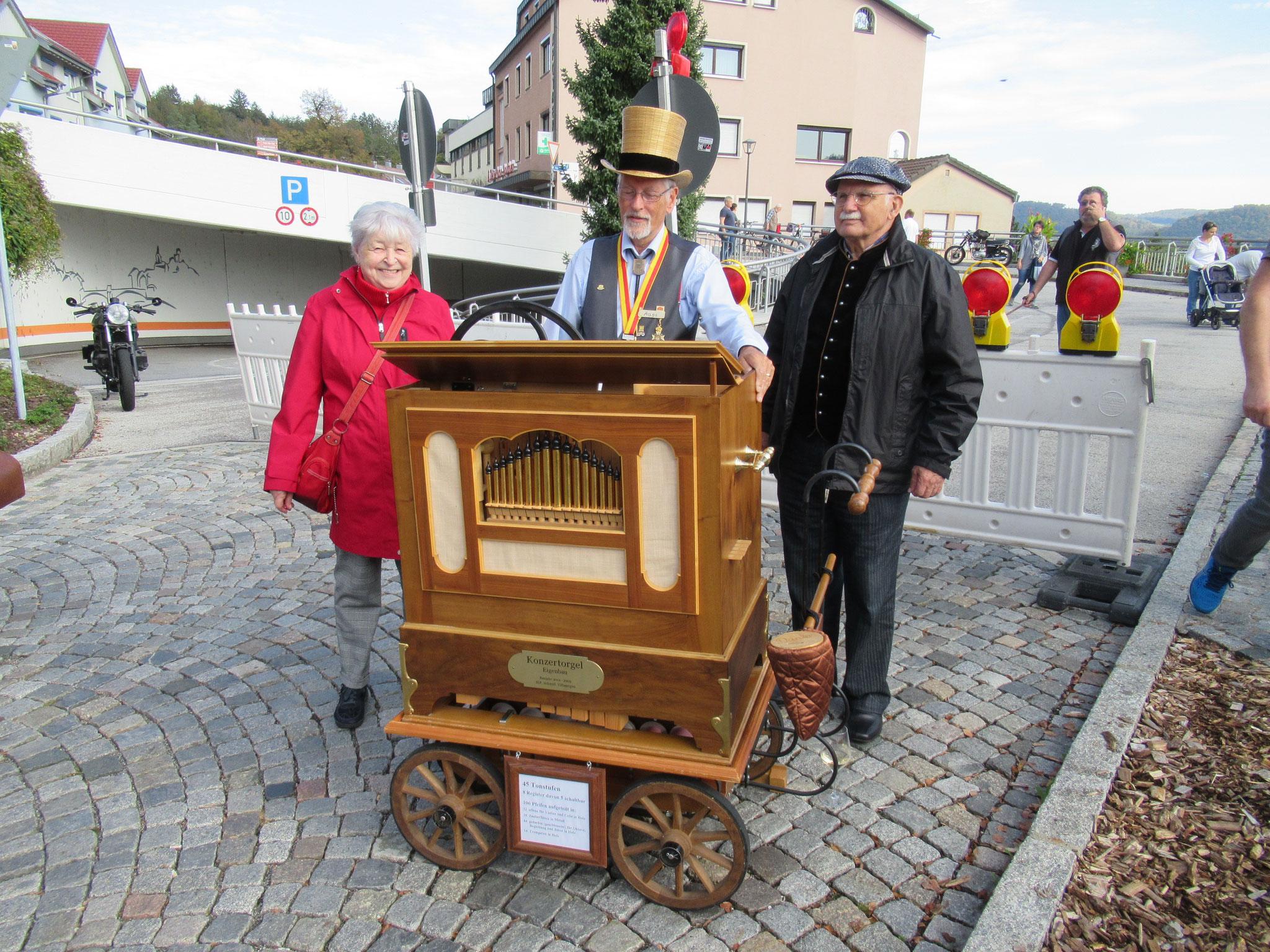 Hoher Besuch beim Apfelmarkt: Cecile und Kurt Mohn