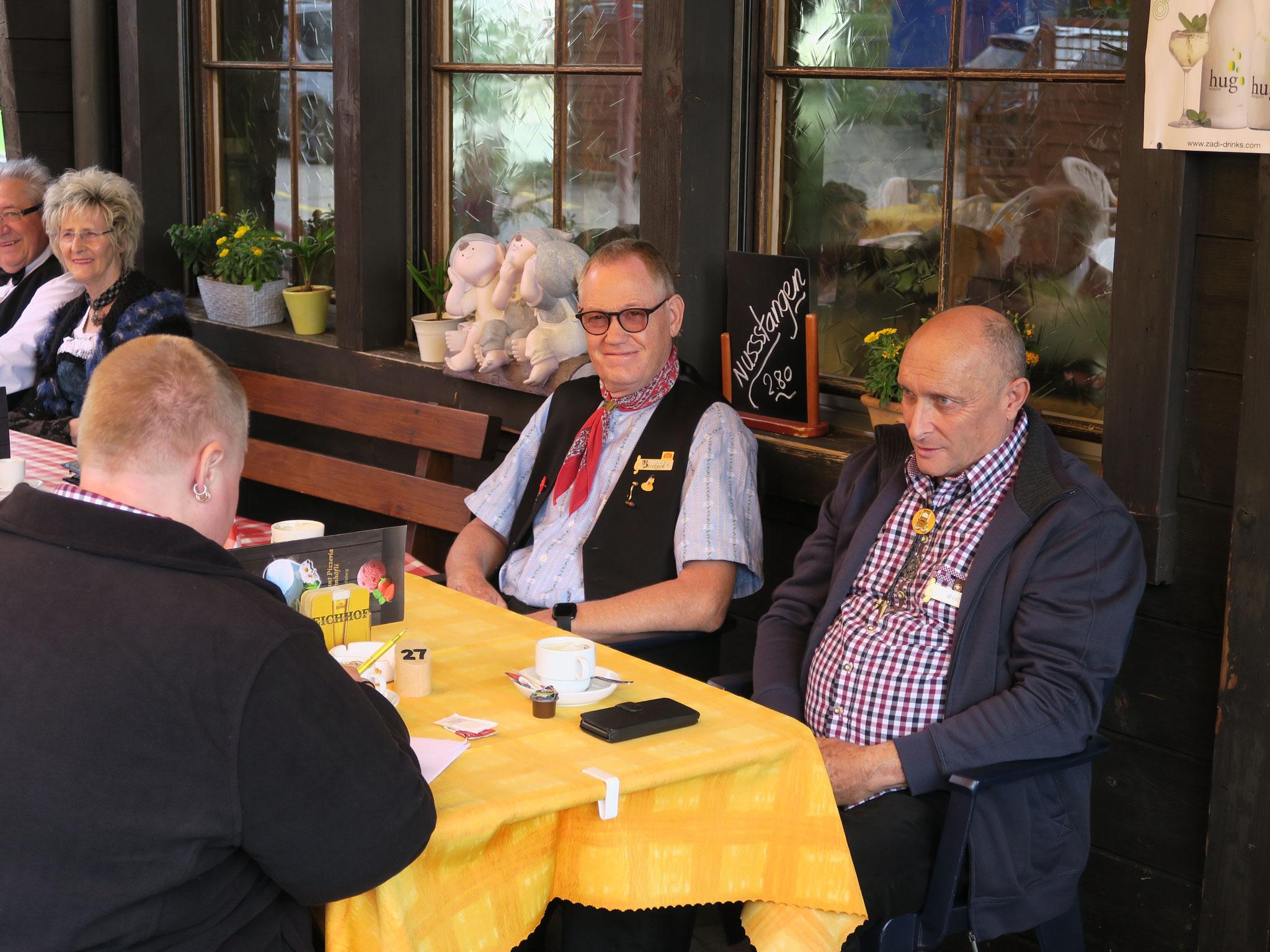Bernhard Sieber und Wisi Schwyter beim Kaffee