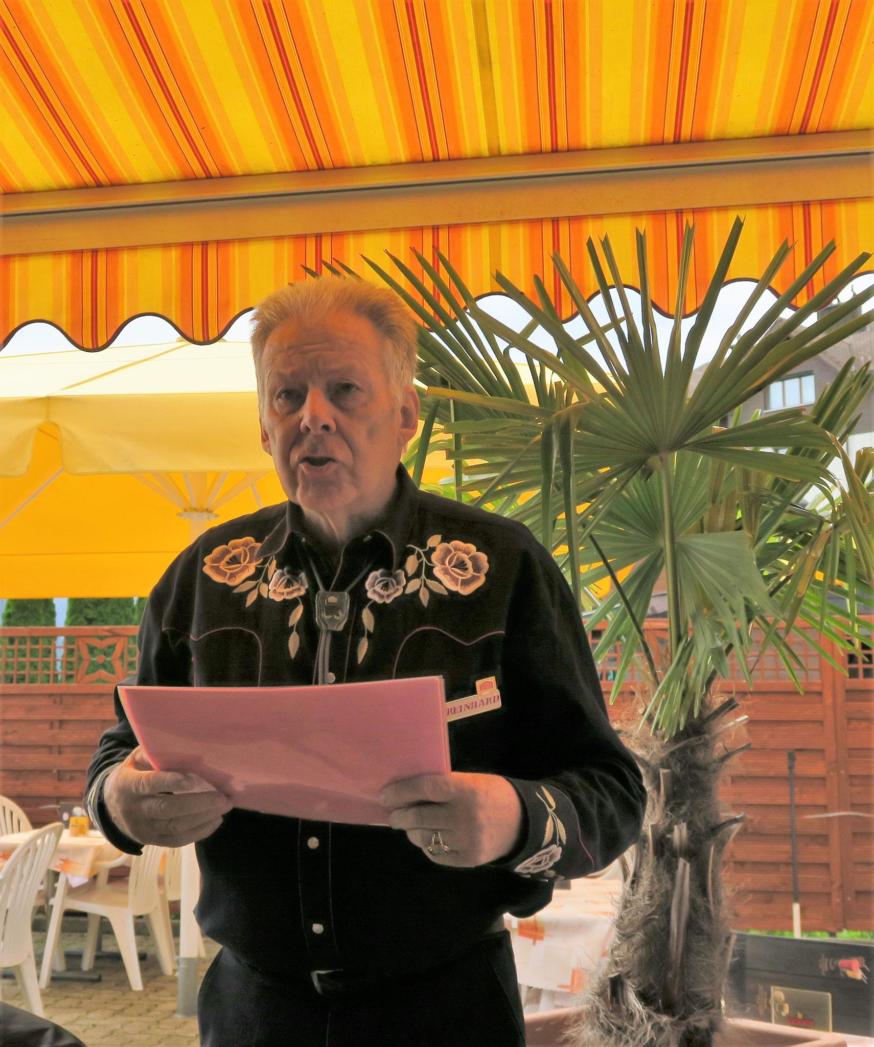 Reinhard Horn bei der morgentlichen Begrüssung