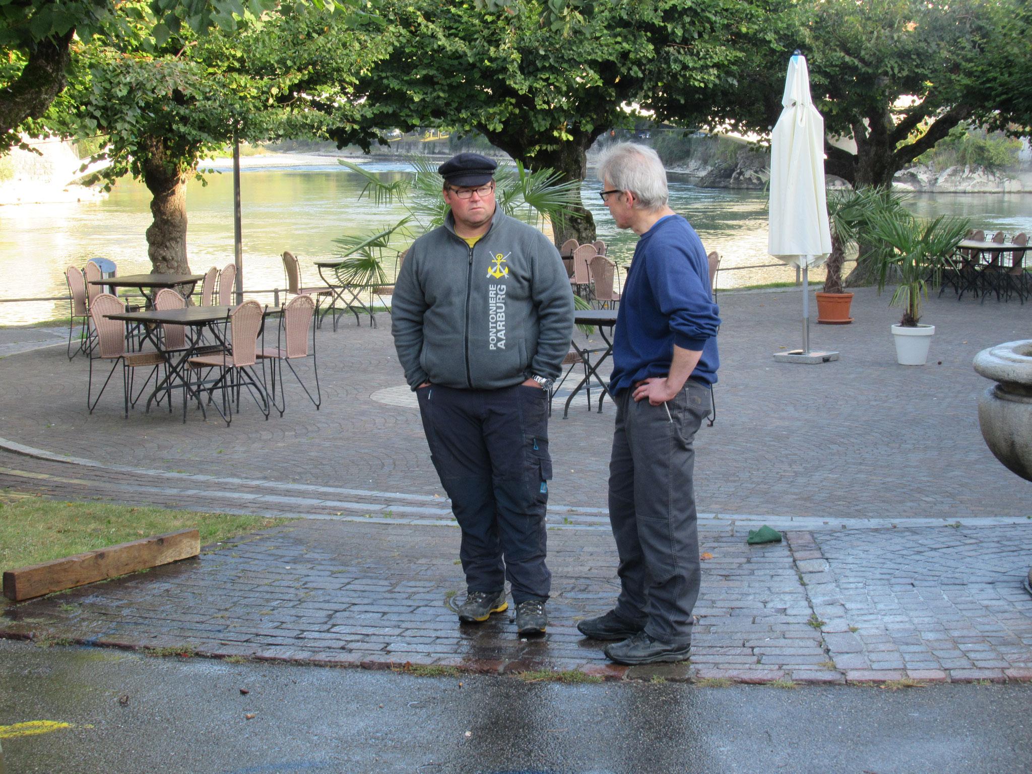 Der Fahrchef mit dem Jungfahrleiter Daniel Graf im Gespräch.