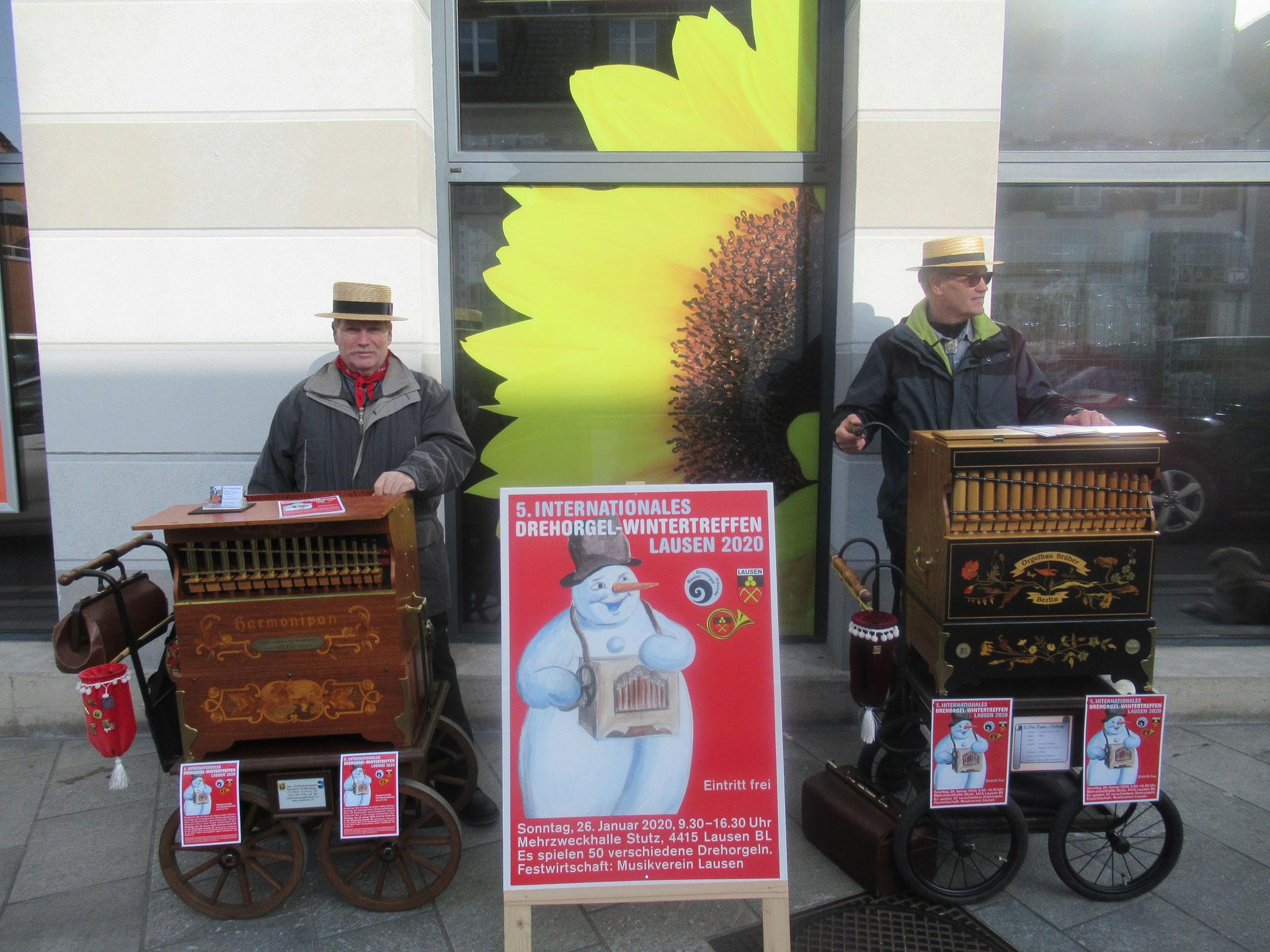 """Die beiden Bernhard's beim """"Vororgeln"""" in Sissach."""