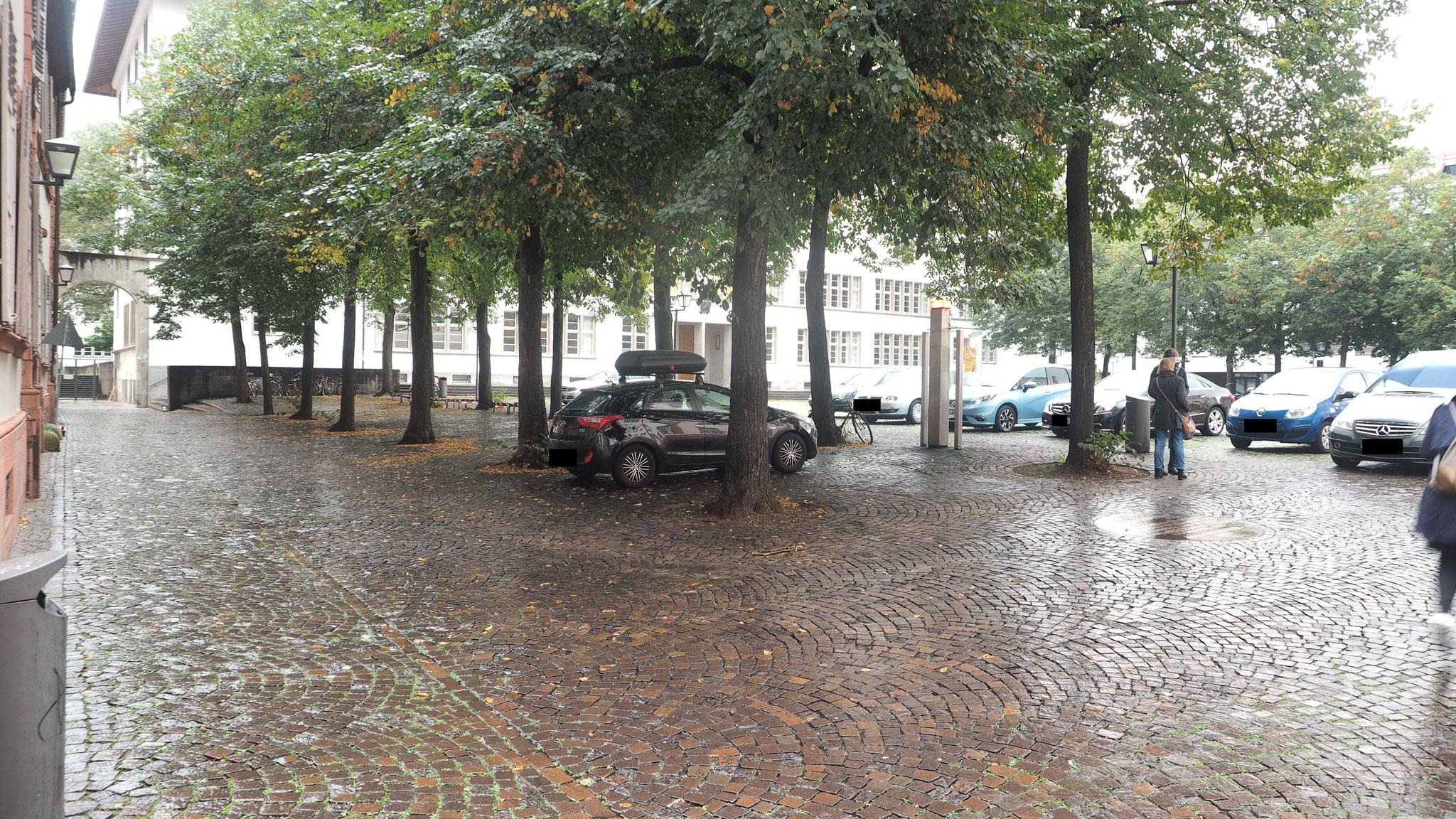 Parken auf dem Uniplatz