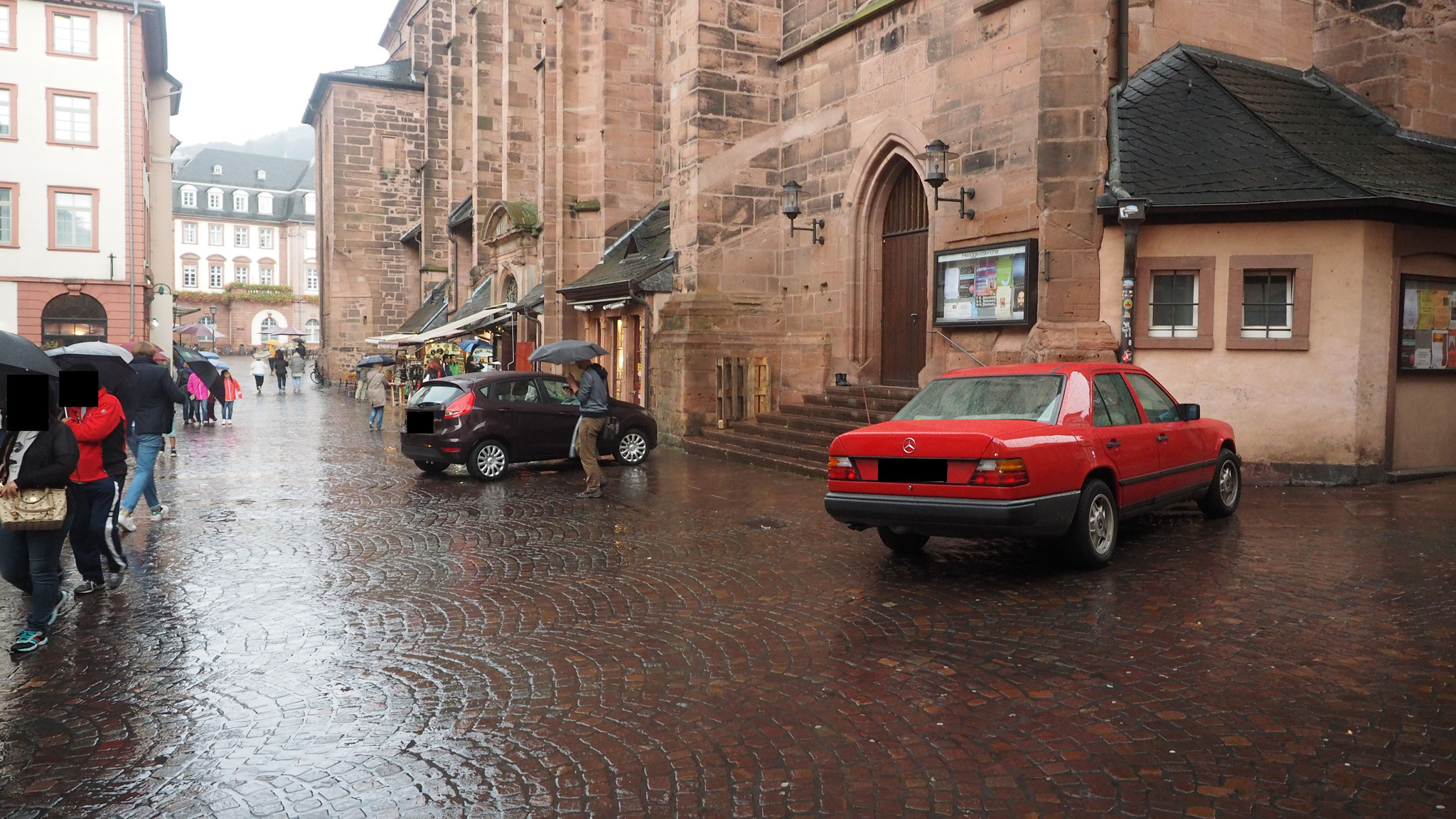 Parken vor der Heilig-Geist-Kirche