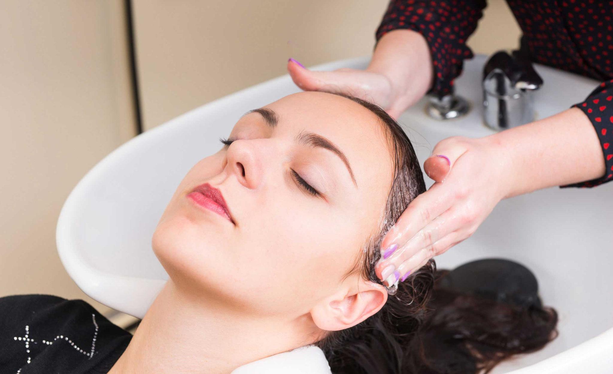 Haare waschen, Kopfmassage, Pflegen, Repairbehandlungen