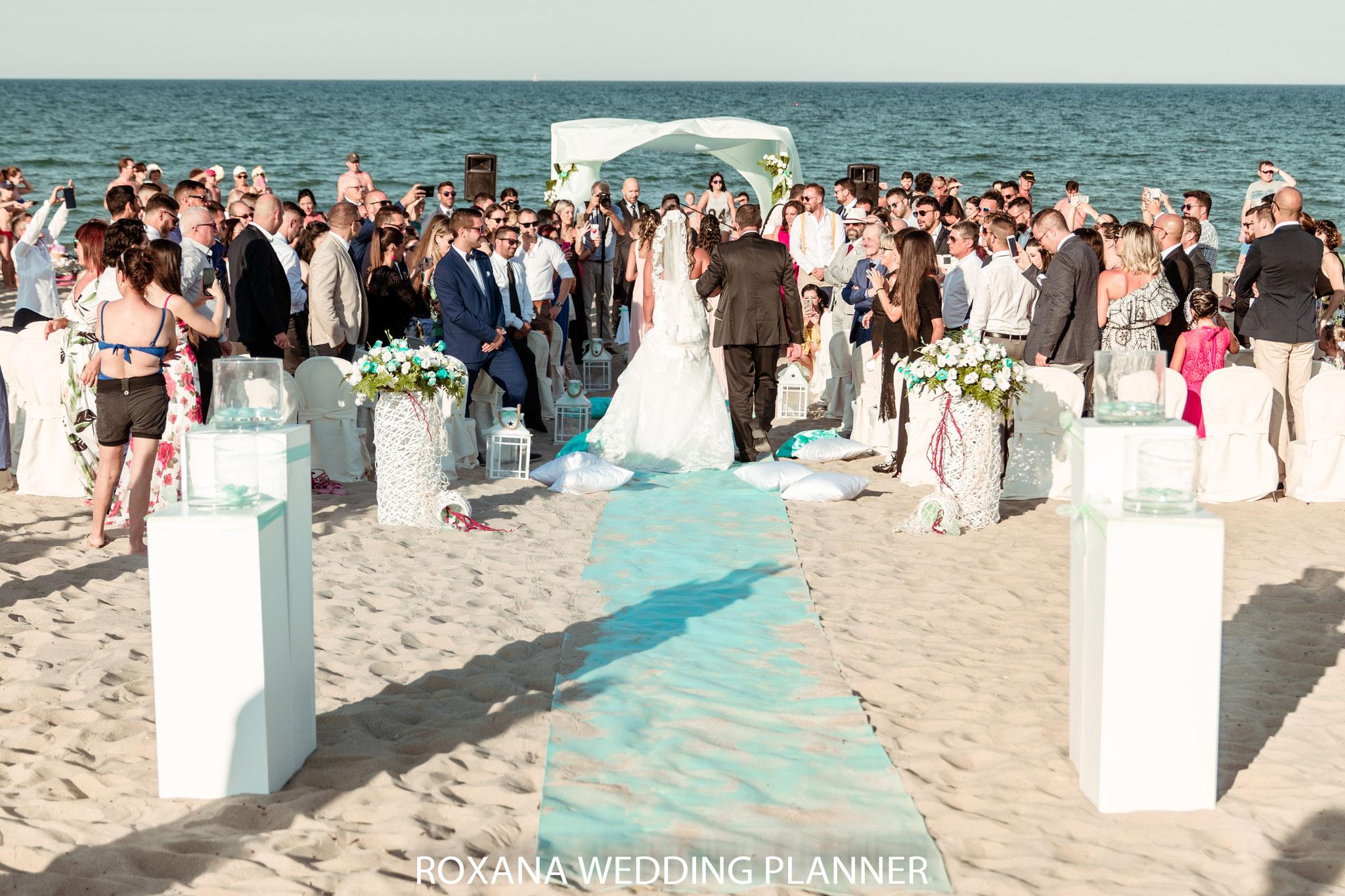 décoration-florale-mariage-sur-la-plage-france
