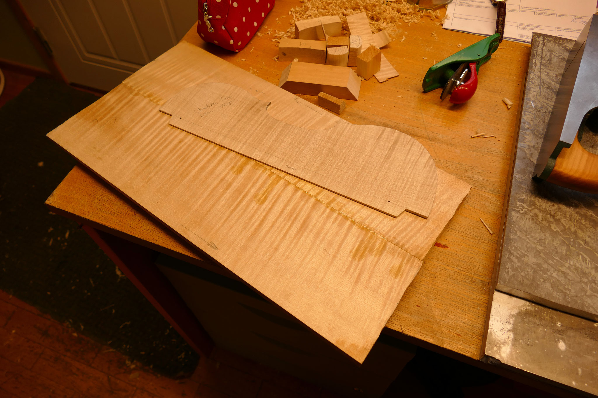 Glued bottom plates