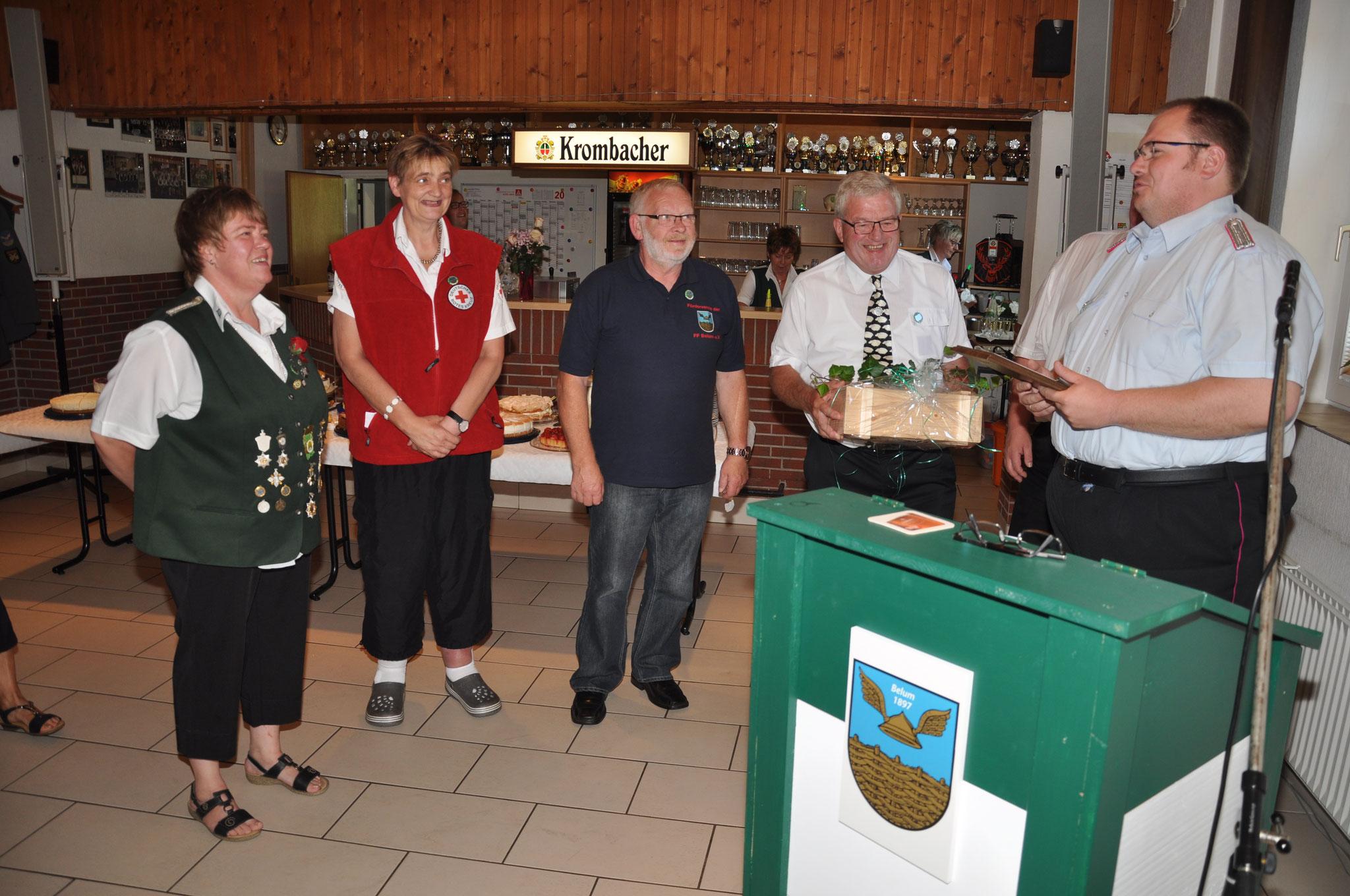 Geschenkübergabe der 4 Belumer Vereine an den SV-Belum