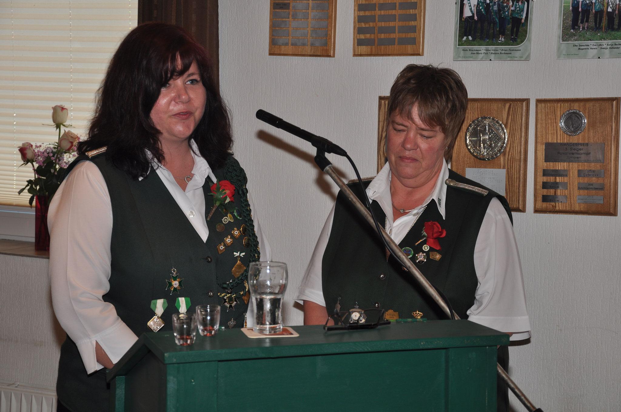 Ansprache von der Stellv. Damenleiterin Svenja Hollander (links)