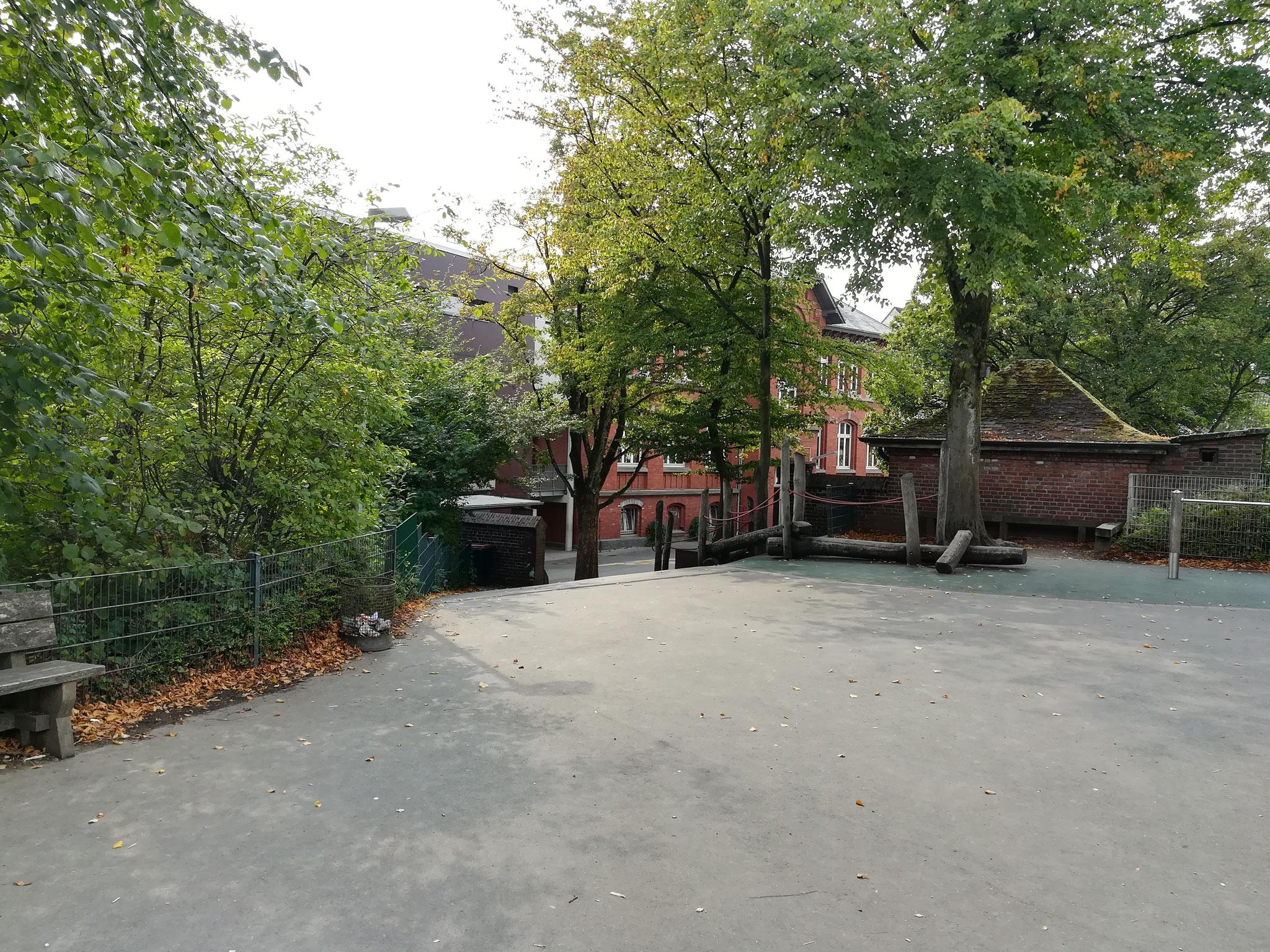 Blick auf den unteren Schulhof